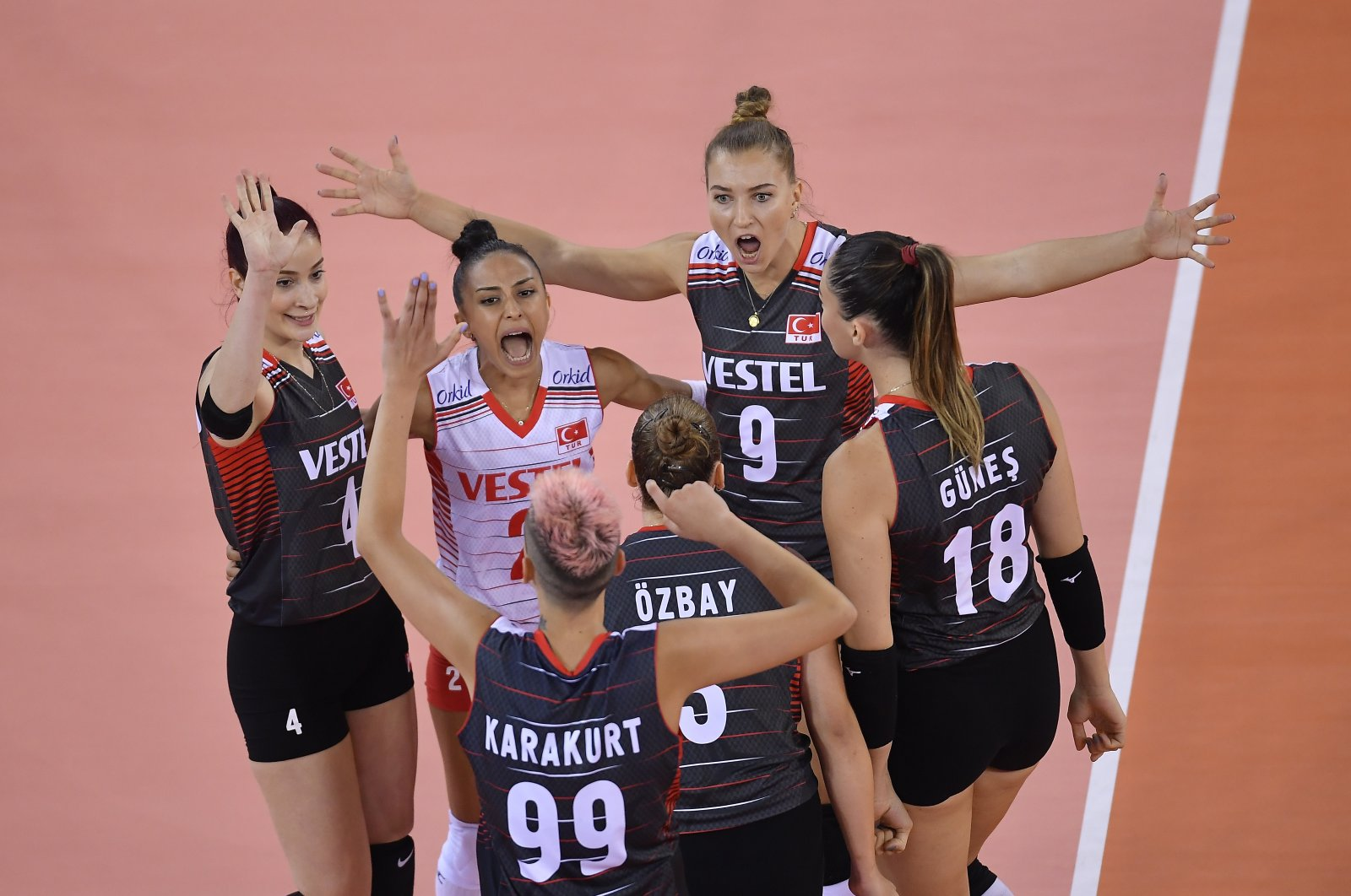 Turkey's national women's volleyball team players celebrate after scoring a point in a CEV Women's EuroVolley match against Romania, Cluj-Napoca, Romania, Aug. 18, 2021 (AA Photo)