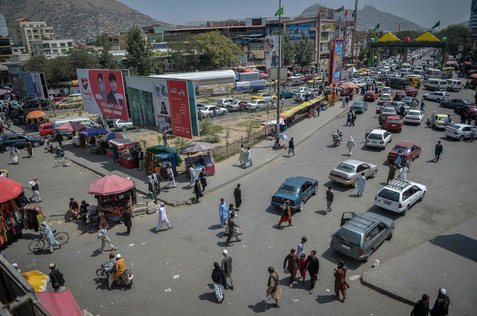 A general overview of a marketplace flocked with local Afghan people at the Kote Sangi area of Kabul after the Taliban seized control of the capital following the collapse of the Afghan government, Aug. 17, 2021. (AFP Photo)