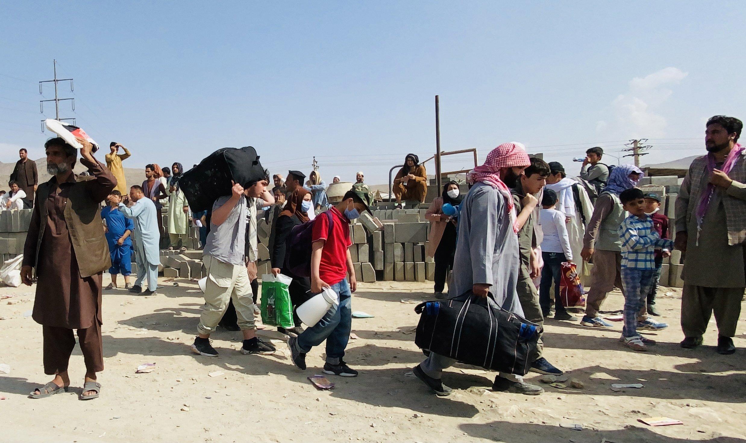 Afghans gather outside the Kabul Hamid Karzai International Airport to flee the country, Kabul, Afghanistan, Aug. 19, 2021. (EPA Photo)