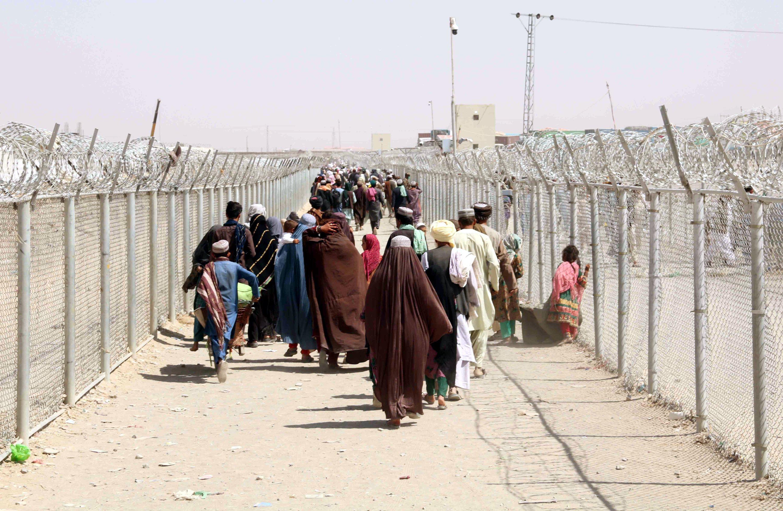 People cross the border into Afghanistan, at Chaman border, Pakistan, Aug. 20, 2021. (EPA Photo)