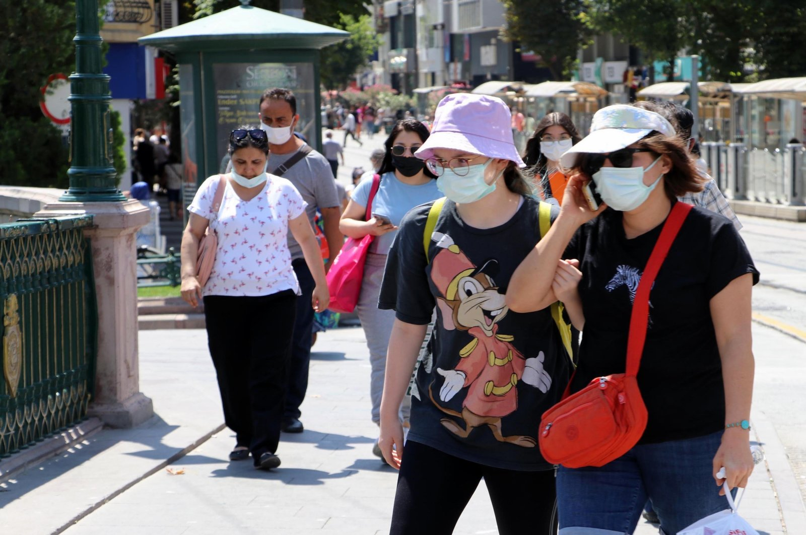 People wearing protective masks against COVID-19 walk on a street in Eskişehir, central Turkey, Aug. 19, 2021. (DHA Photo)