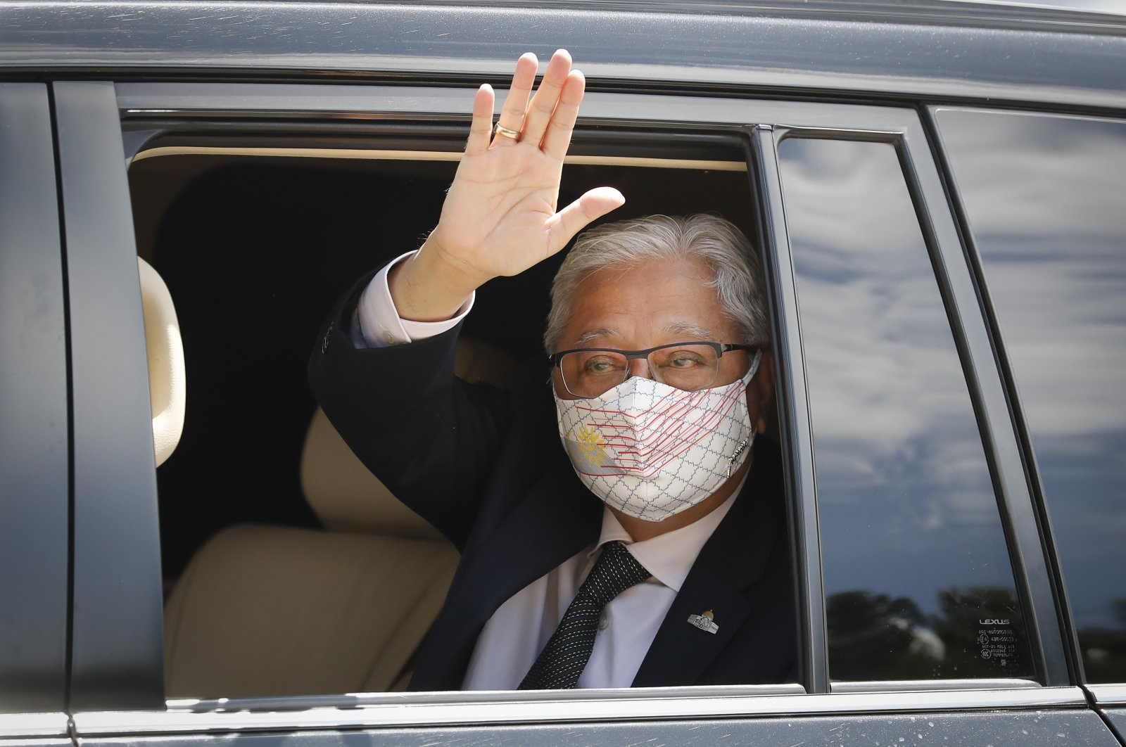 Former Deputy Prime Minister Ismail Sabri Yaakob waves to media as he leaves after a meeting with the king at national palace in Kuala Lumpur, Malaysia, Aug. 19, 2021. (AP Photo)
