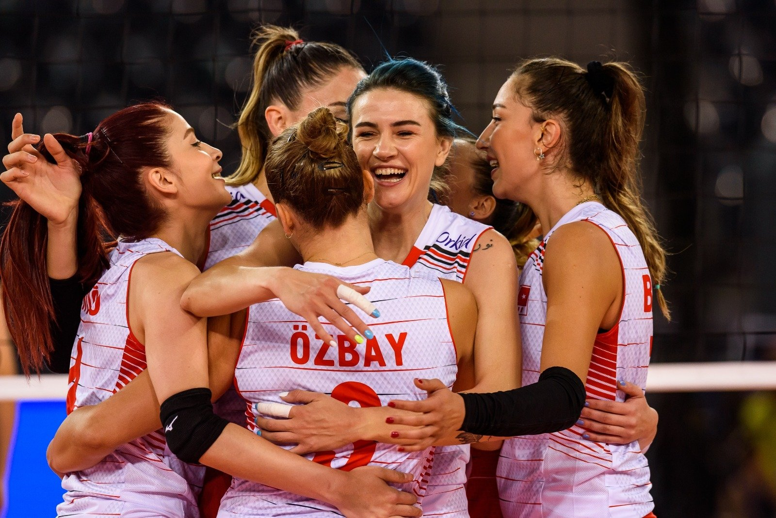 The Turkish women's volleyball team celebrates its 3-0 winagainst Sweden following the CEV European Volleyball Championship Group D match in Cluj Napoca, Romania, Aug. 22, 2021.(DHA Photo)