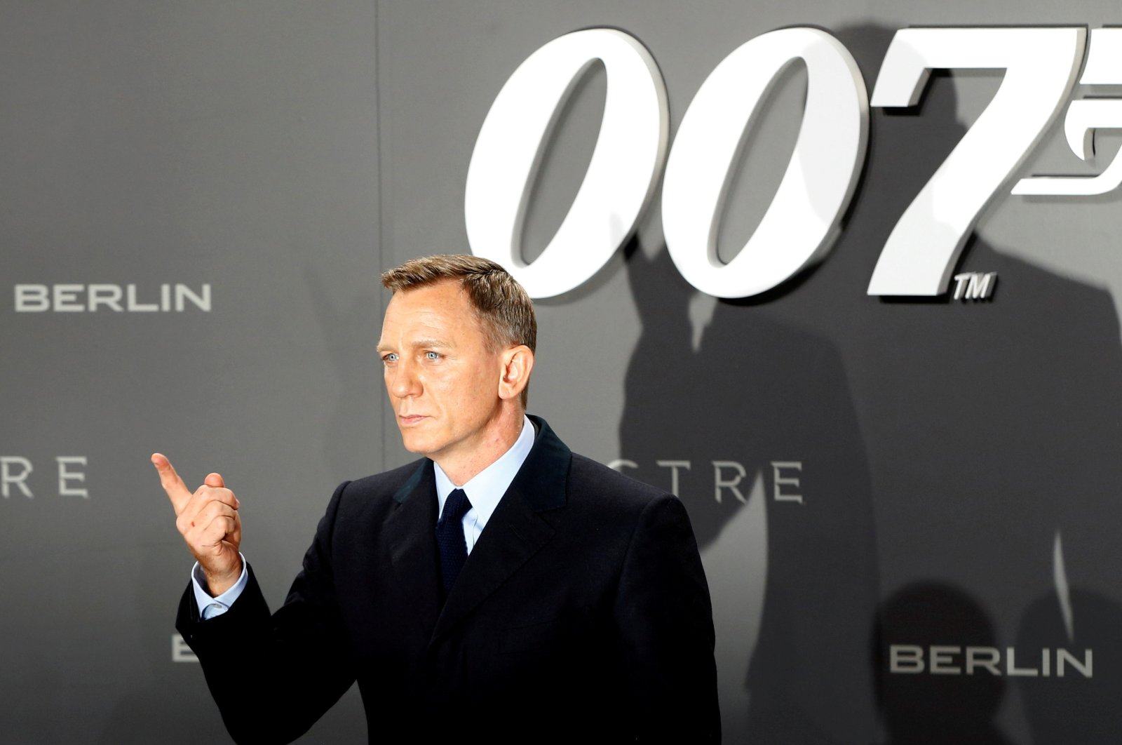 """Actor Daniel Craig poses for photographers on the red carpet at the German premiere of the James Bond 007 film """"Spectre"""" in Berlin, Germany, Oct. 28, 2015. (REUTERS File Photo)"""