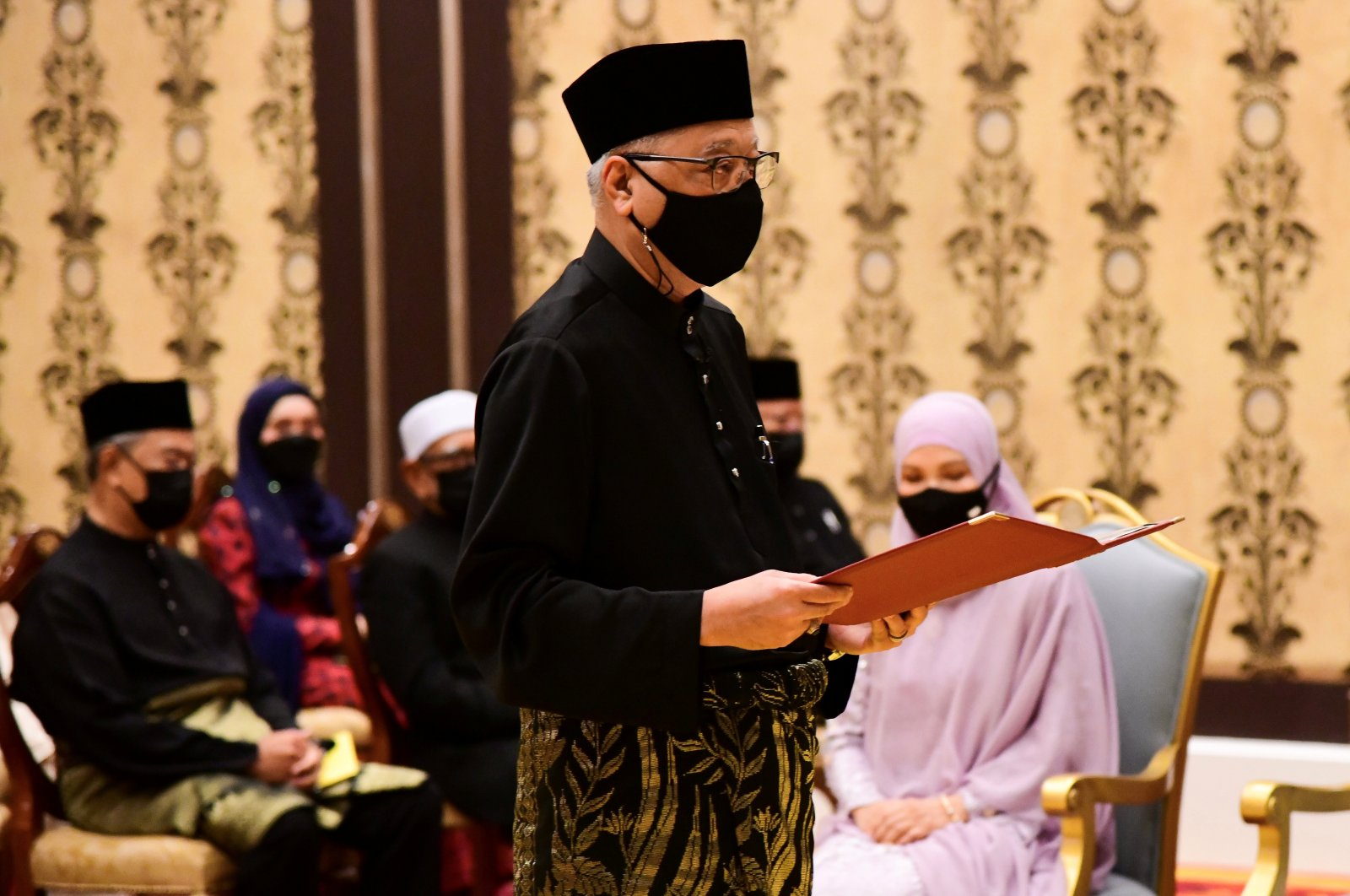 Prime Minister Ismail Sabri Yaakob, Malaysia's new premier, takes the oath of office during his inauguration at National Palace in Kuala Lumpur, Malaysia, Aug. 21, 2021. (REUTERS Photo)