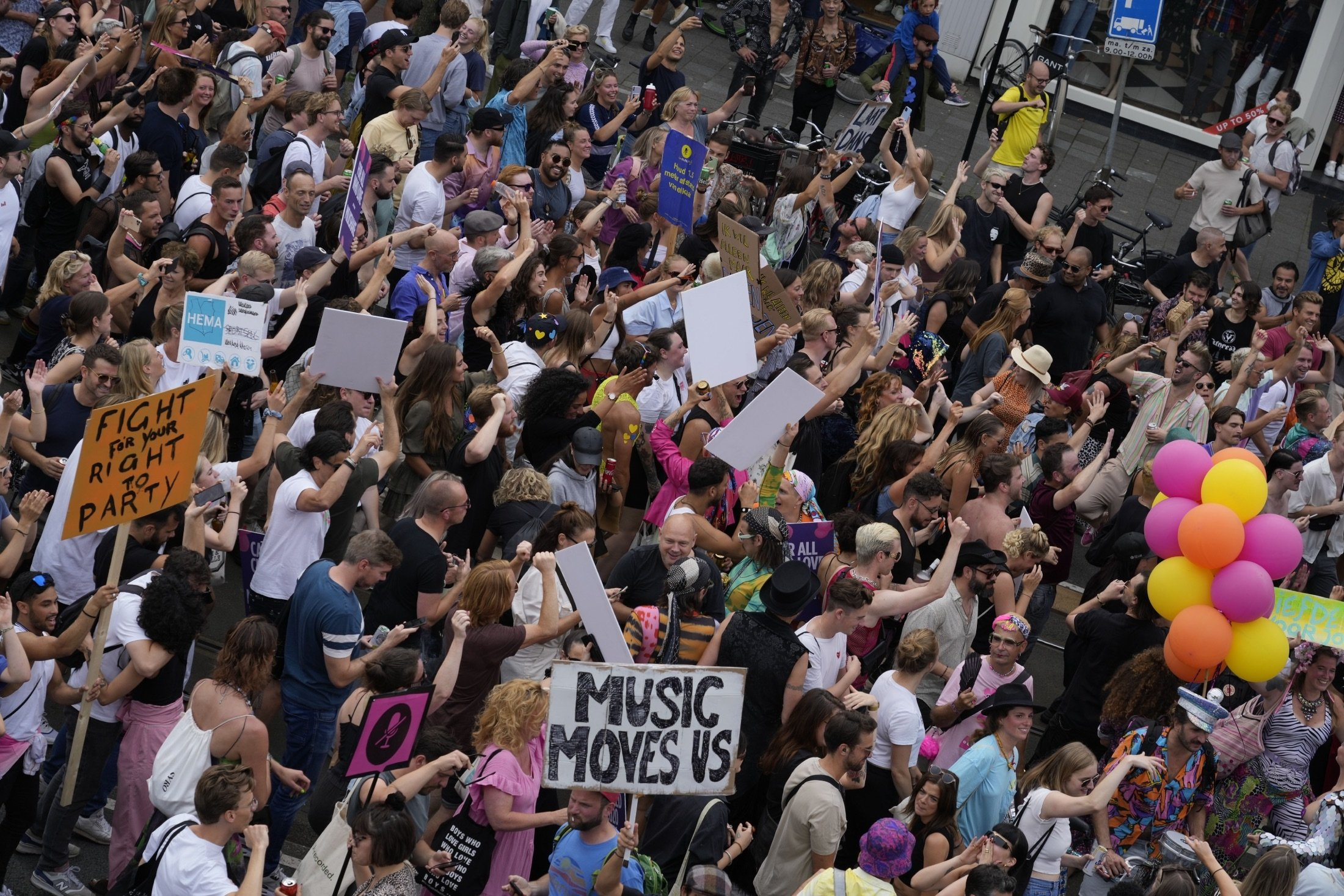 Thousands of fans of music festivals stage protestsagainst the government's COVID-19 restrictions on large-scale outdoor events, in Amsterdam, Netherlands, Aug. 21, 2021. (AP Photo)