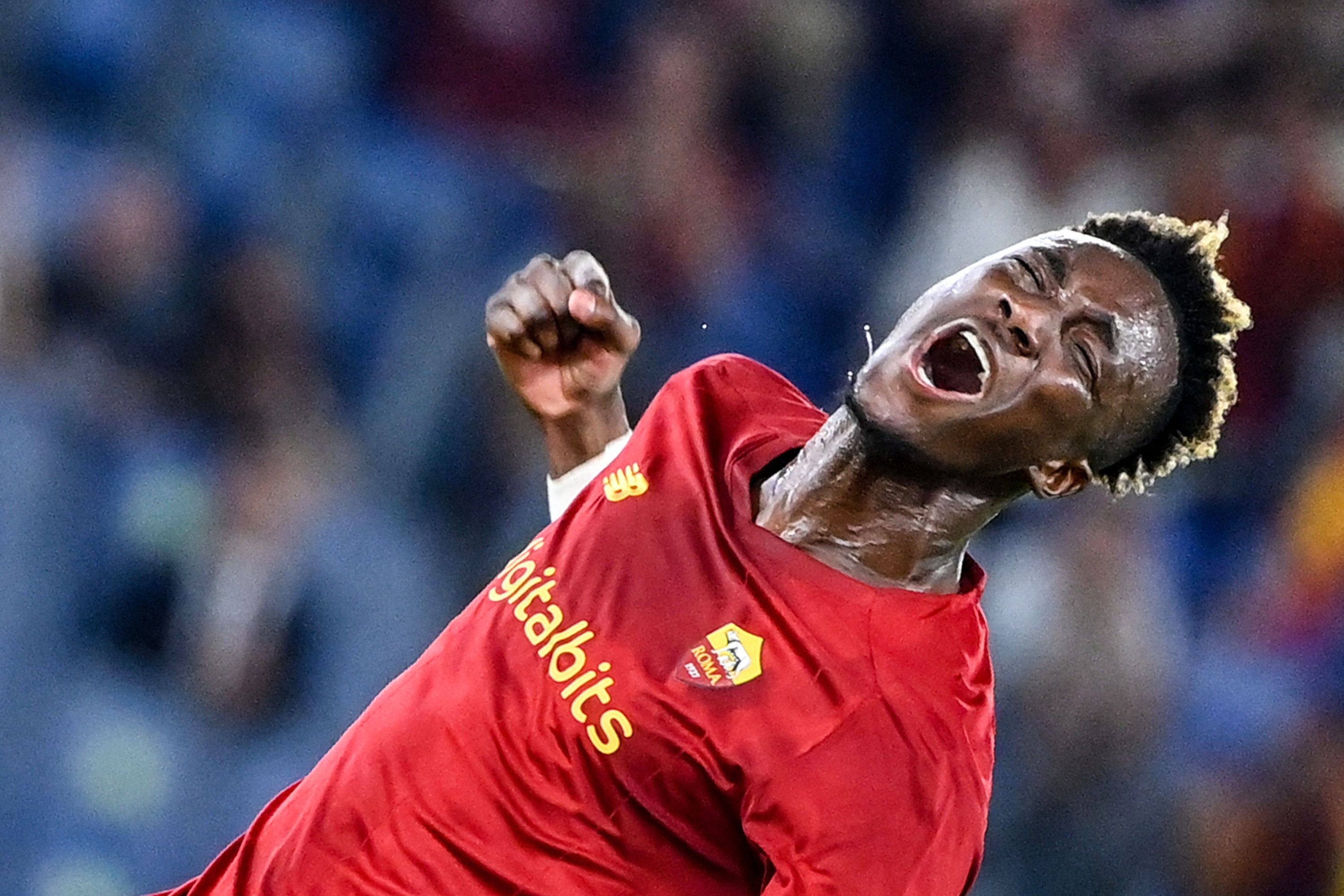 AS Roma forward Tammy Abraham celebrates after assisting a goal during a Serie A match against Fiorentina at the Olympic stadium in Rome, Italy, Aug. 22, 2021. (AFP Photo)
