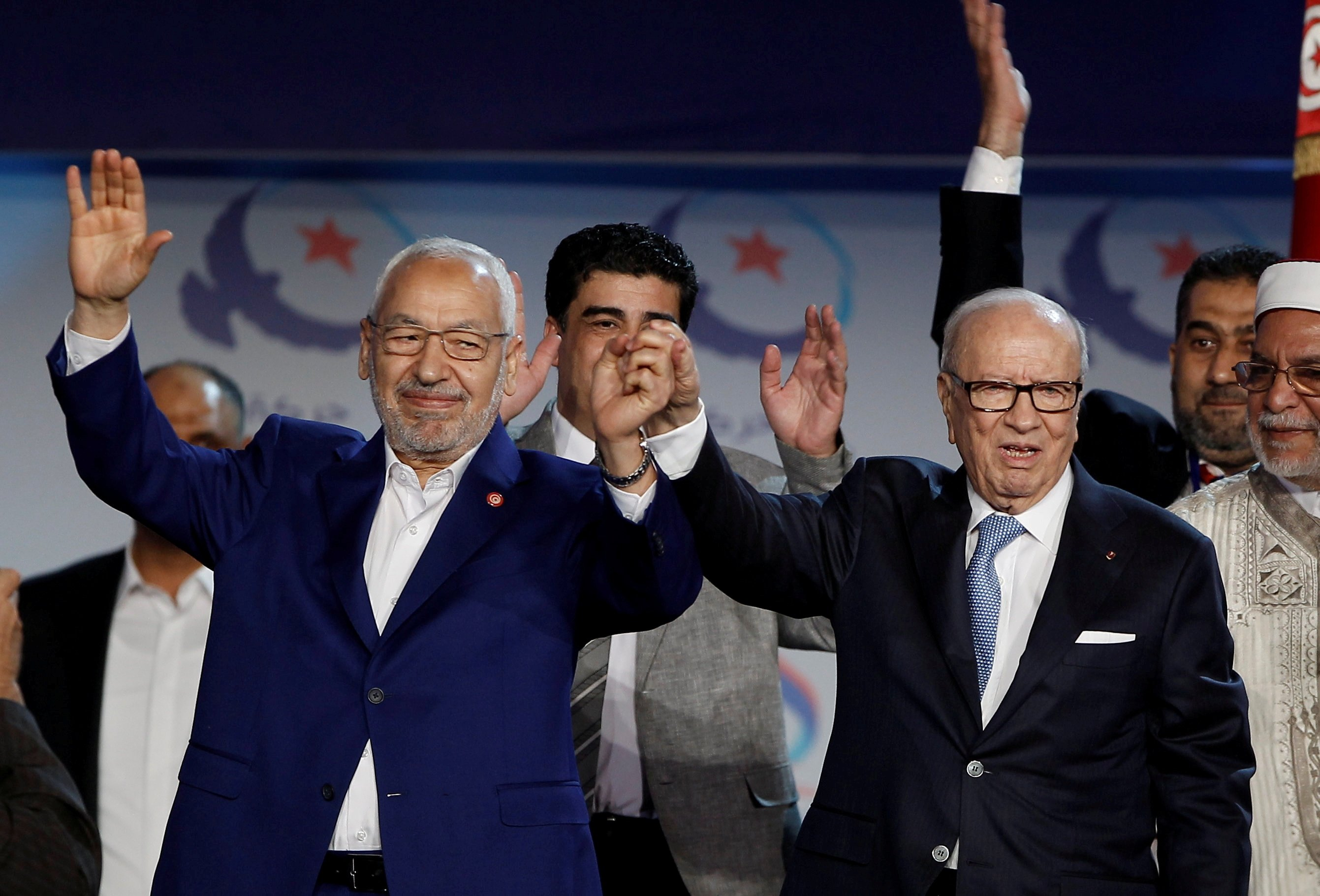 Tunisian President Beji Caid Essebsi (R) and Rached Ghannouchi, leader of the Ennahdha movement, gesture during a congress of the Ennahdha movement in Tunis, Tunisia, May 20, 2016. (REUTERS Photo)