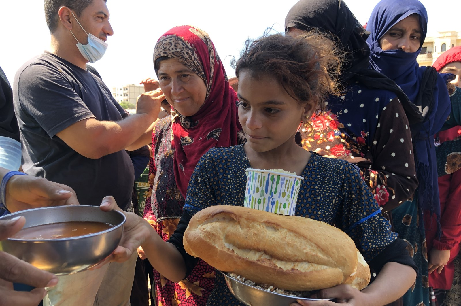 The Hatay Cooperation Association (HAYAD) distributes food to Syrians in Afrin, Aug. 22, 2021 (AA Photo)