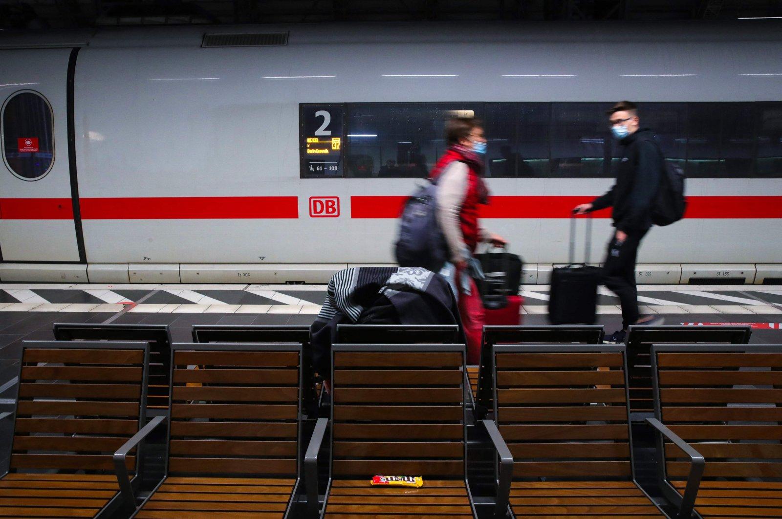 Passengers walk along a platform at the main railway station in Frankfurt am Main, western Germany, Aug. 23, 2021. (AFP Photo)
