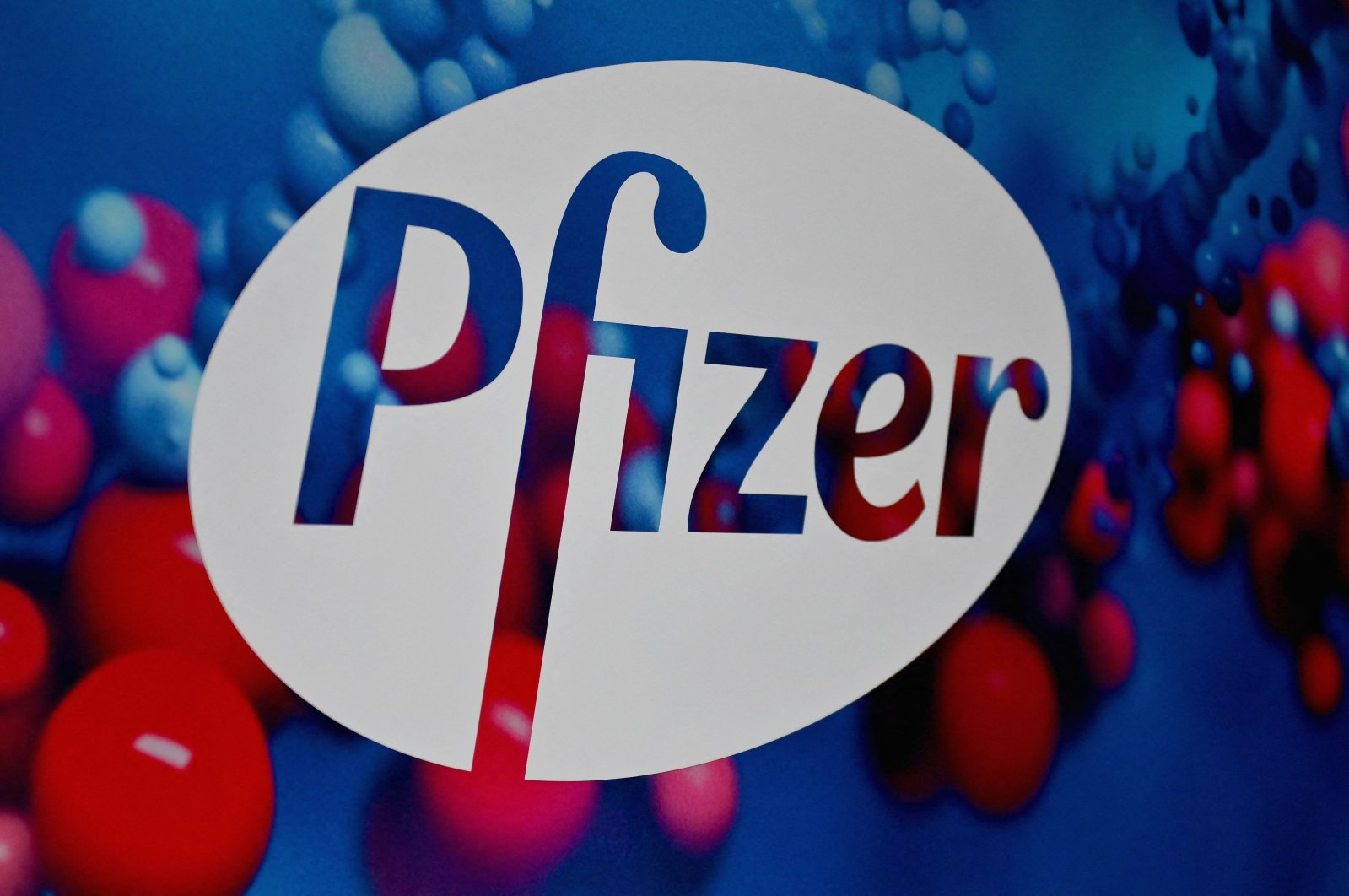 The Pfizer logo is seen at the Pfizer Inc. headquarters in New York City, U.S., Dec. 9, 2020. (AFP Photo)