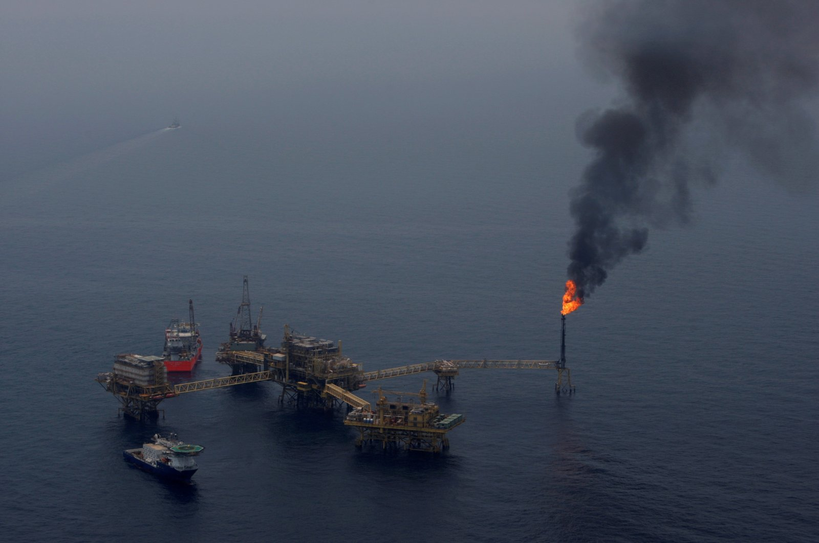 The Pemex oil platform Ku-Maloob-Zaap in the Bay of Campeche, Mexico, April 19, 2013. (Reuters Photo)