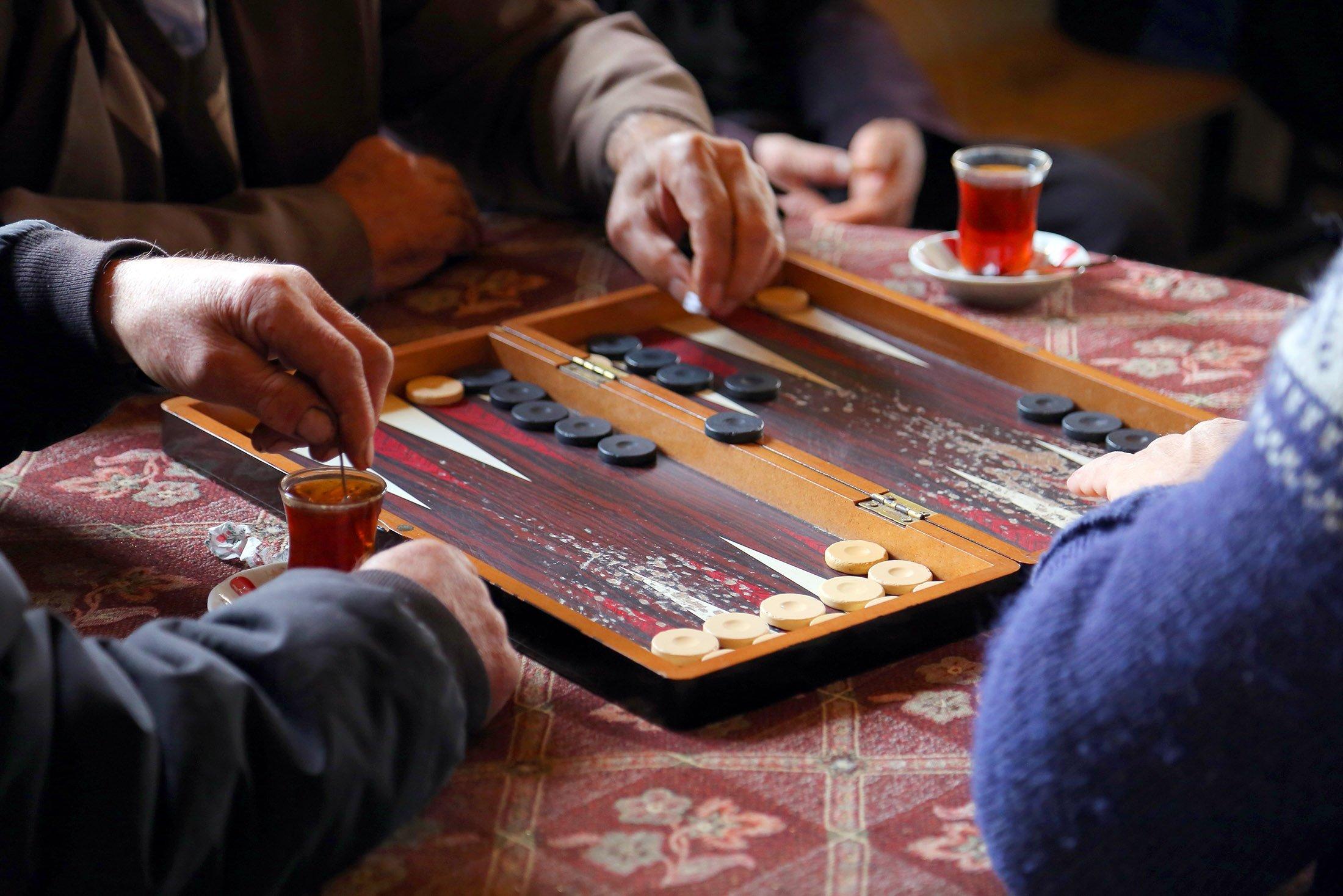 People playing 'tavla.' (Shutterstock Photo)