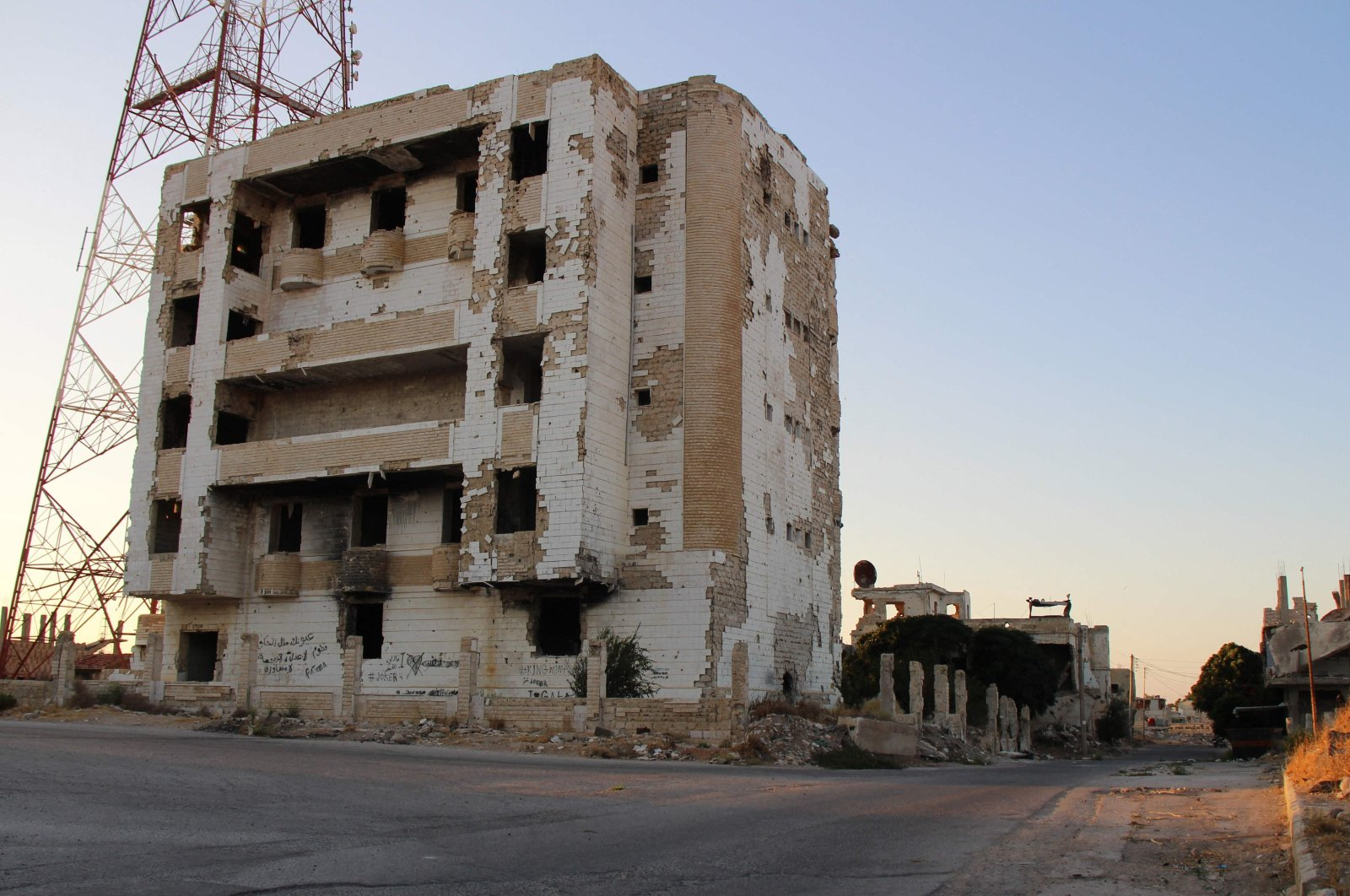 A picture shows the Syrian district of Daraa al-Balad deserted following fighting between regime forces and armed opposition groups in Syria's southern province of Daraa, on August 16, 2021. (AFP Photo)