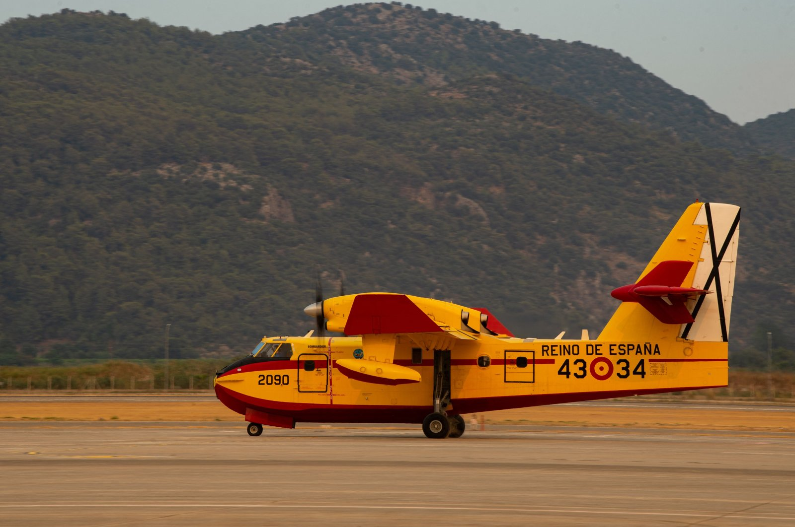 A Spanish hydroplane prepares for flights over wildfires from the Dalaman Airport of Muğla, Turkey, Aug. 3, 2021. (AFP File Photo)