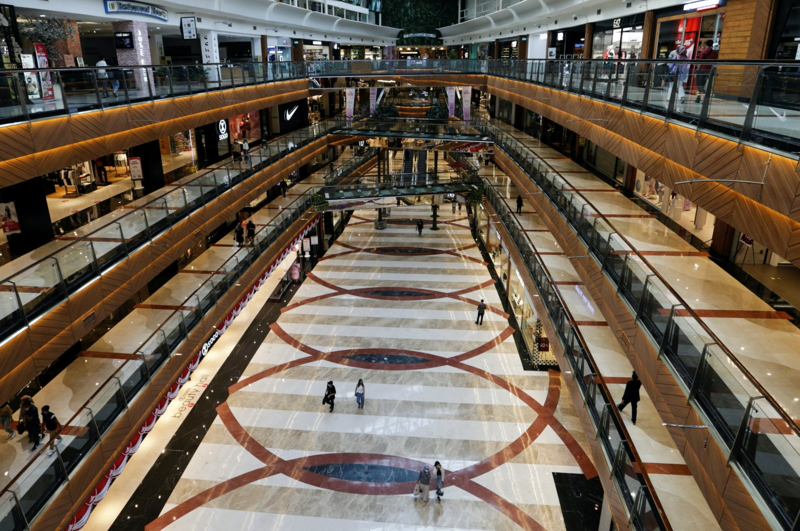 General view inside the Pondok Indah shopping mall as the Indonesian capital reopens its shopping malls with a new policy requiring shoppers to show a coronavirus disease (COVID-19) vaccination certificate, in Jakarta, Indonesia, Aug. 13, 2021. (Reuters Photo)