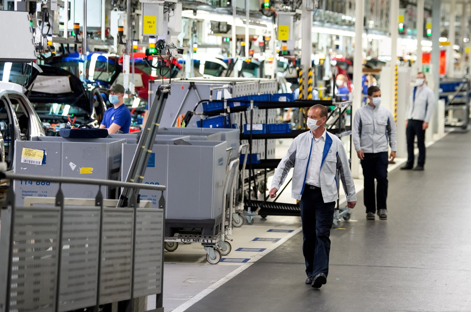 Staff wear protective masks at the Volkswagen assembly line in Wolfsburg, Germany, April 27, 2020. (Reuters Photo)