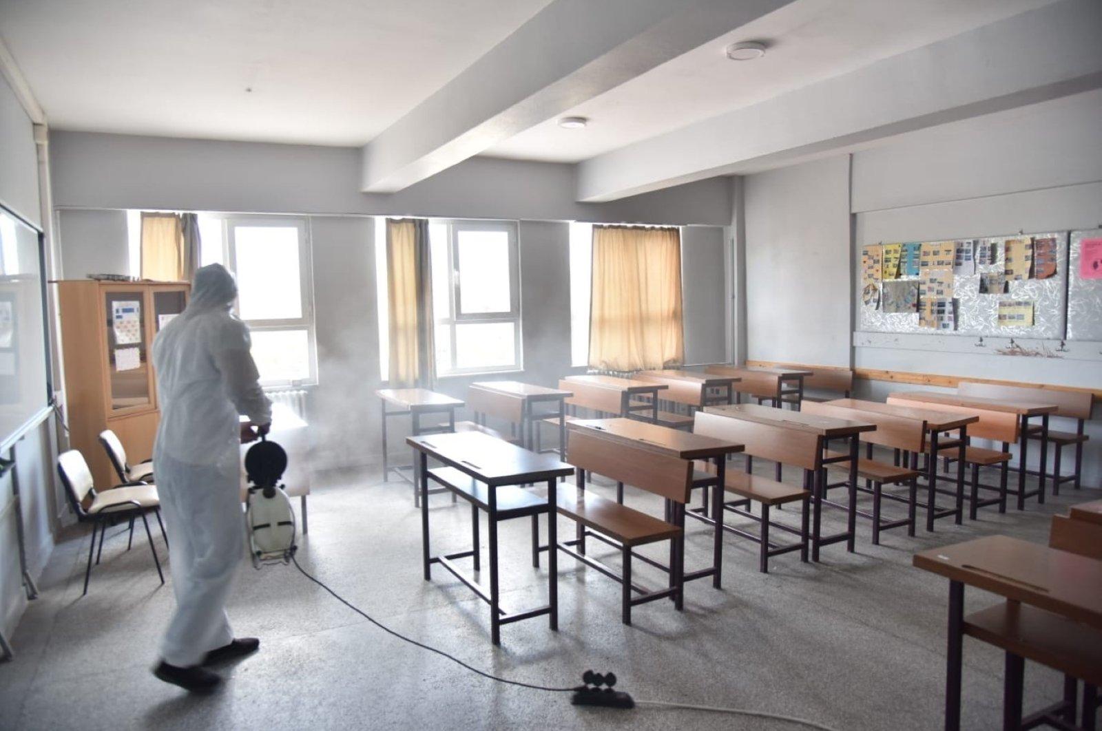 A worker disinfects a classroom at a school in Kartepe district, Kocaeli, northwestern Turkey, Aug. 23, 2021. (IHA PHOTO)