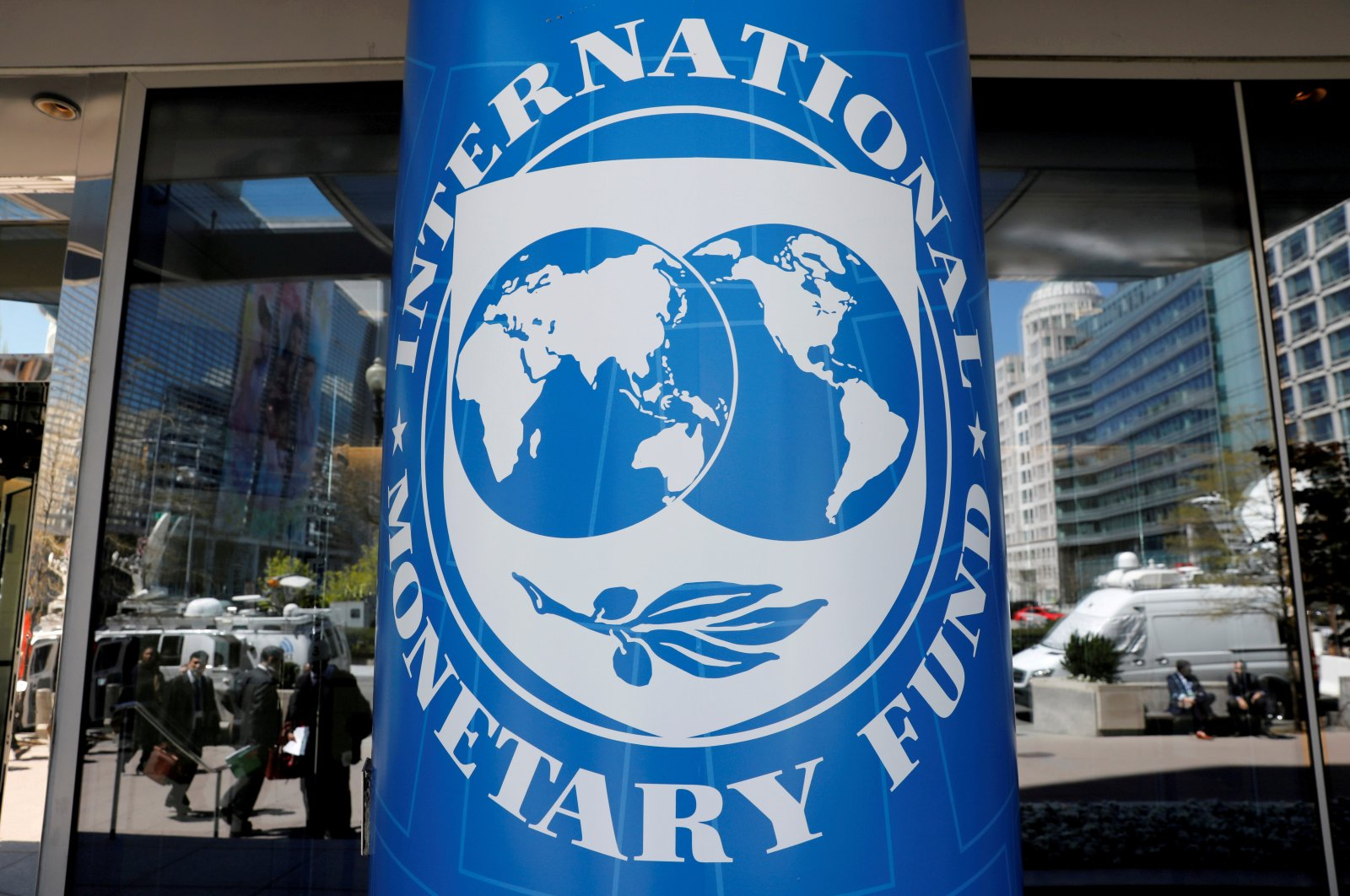 The International Monetary Fund logo is seen outside its headquarters during the IMF/World Bank spring meetings in Washington, U.S., April 20, 2018. (Reuters Photo)