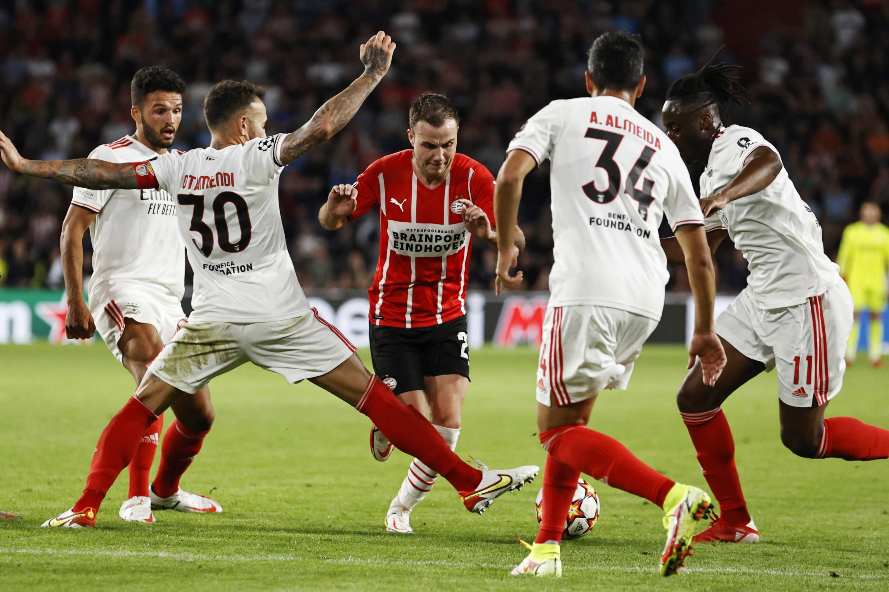 Benfica's Nicolas Otamendi (2nd L) tries to stop PSV's Mario Gotze (C) during a Champions League playoff at Phillips stadium in Eindhoven, Netherlands, Aug. 24, 2021. (EPA Photo)
