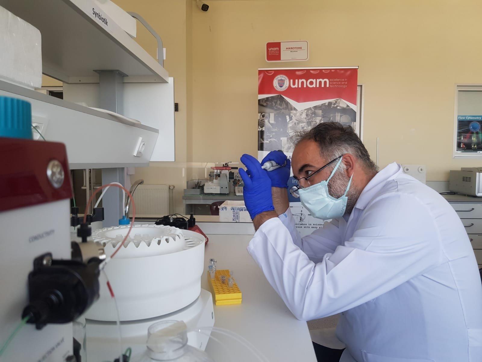 Associate Professor Urartu Şeker works on the drug in a laboratory in the capital Ankara, Turkey, Aug. 25, 2021. (DHA PHOTO)