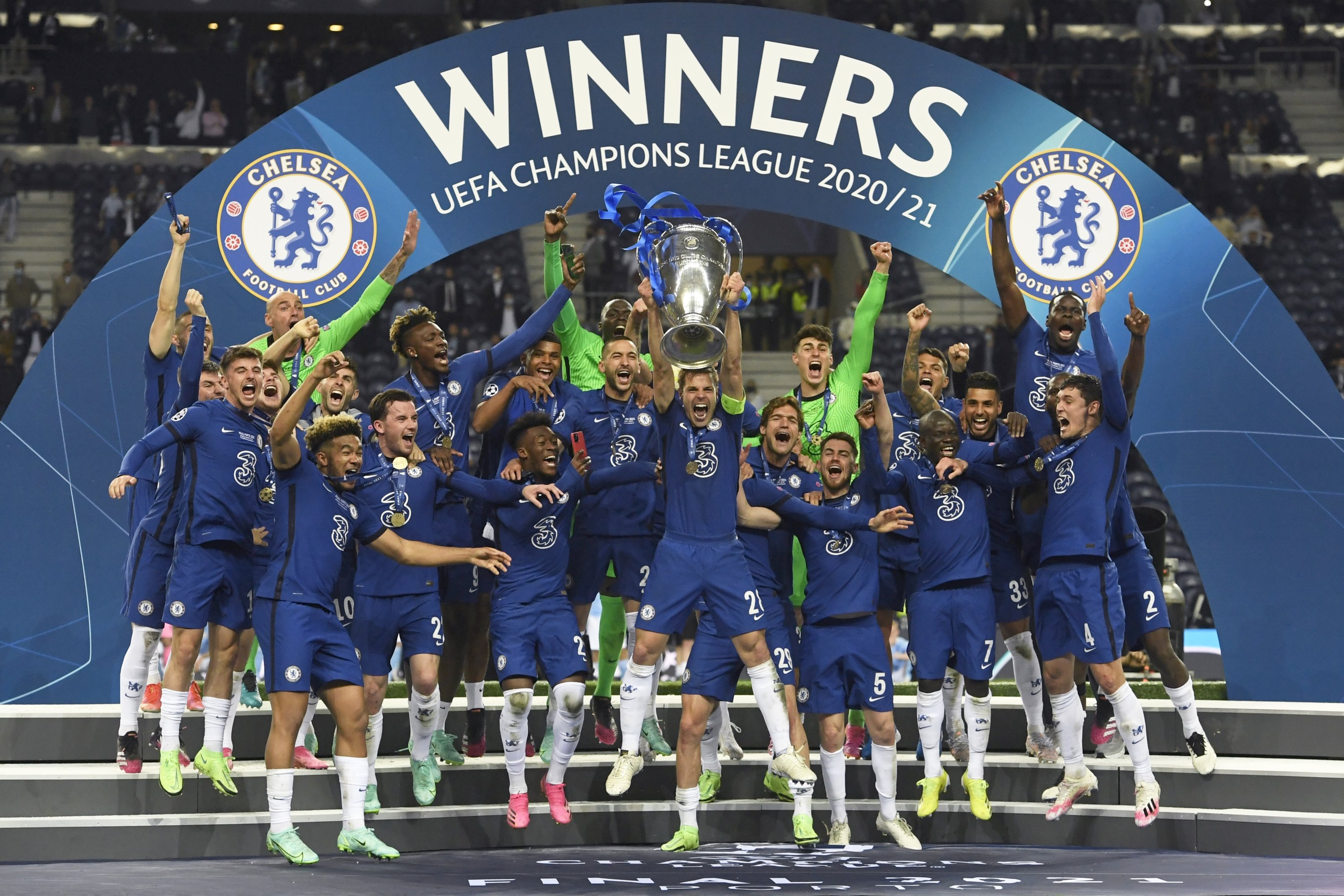 Chelsea's captain Cesar Azpilicueta (C) lifts the trophy at the end of the Champions League final against Manchester City at the Dragao Stadium in Porto, Portugal, May 29, 2021. (AP Photo)