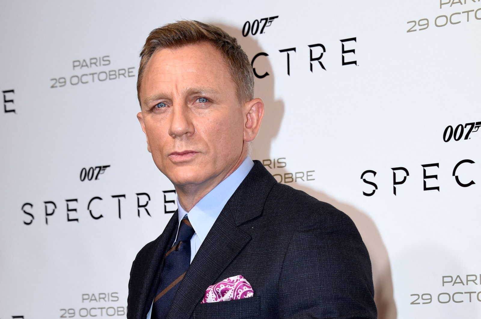 """British actor Daniel Craig poses for pictures during the French premiere of the James Bond film """"Spectre""""in Paris, France, Nov. 1, 2015. (AFP Photo)"""