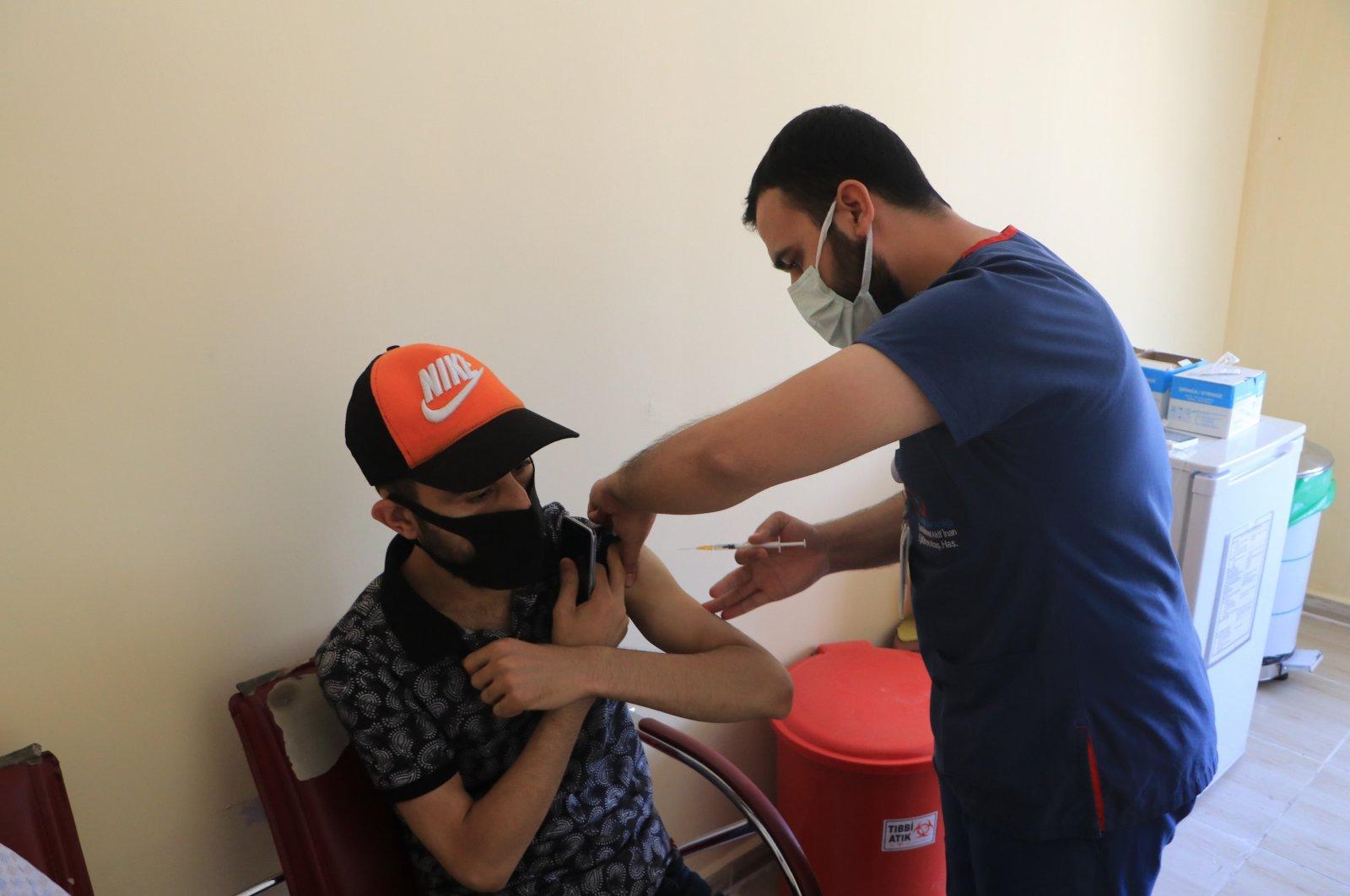 A man gets vaccinated at a hospital, in Şanlıurfa, southeastern Turkey, Aug. 25, 2021. (DHA PHOTO)