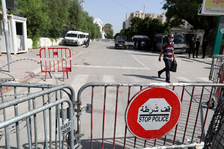 Police cars guard a side entrance of the Tunisian Parliament building in Tunis, Tunisia, Aug. 24, 2021. (EPA Photo)