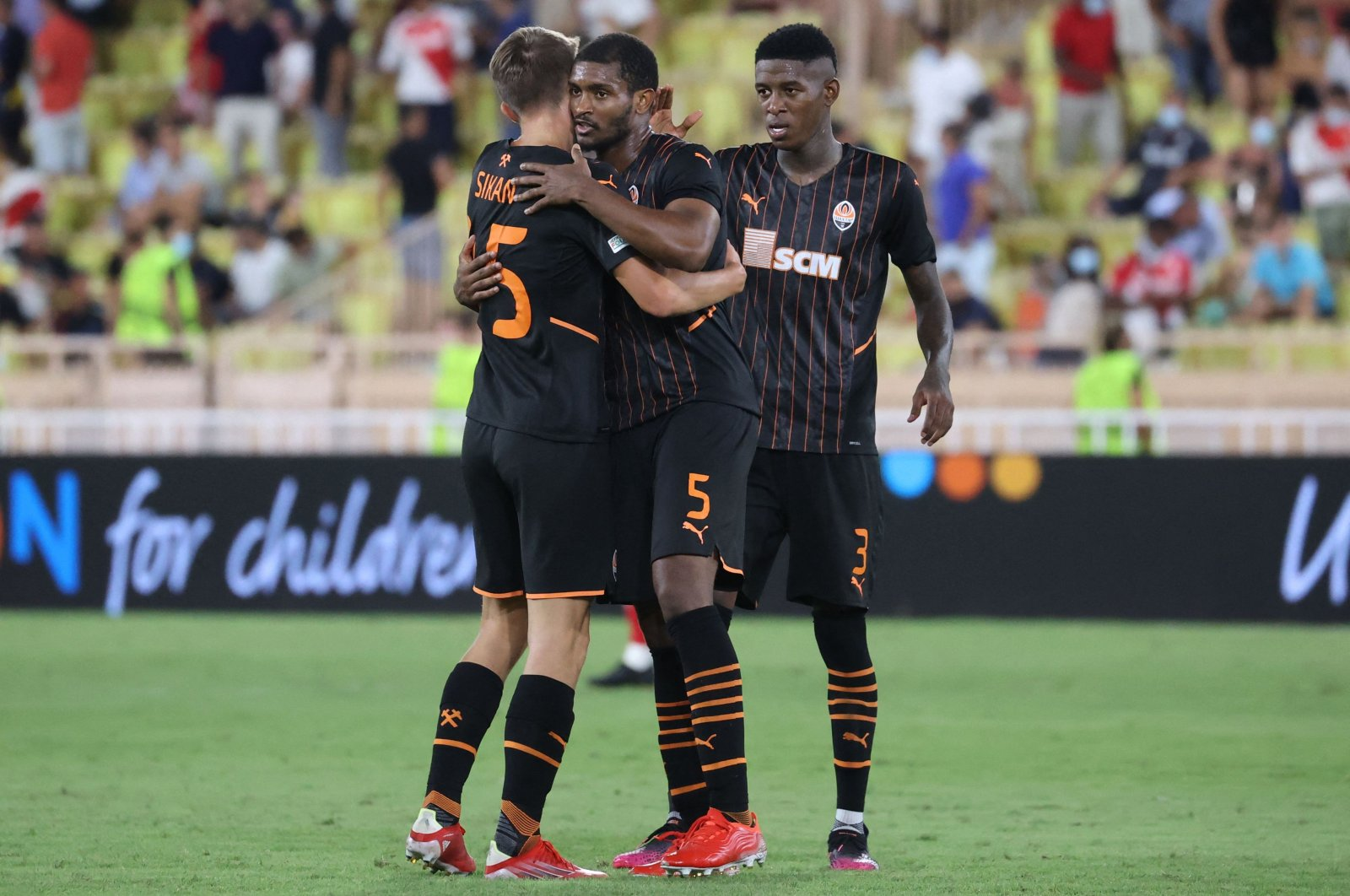 """Shakhtar Donetsk's players react at the end of their UEFA Champions League playoff win against Monaco at """"Louis II"""" stadium in Monaco, Aug. 17, 2021. (AFP Photo)"""