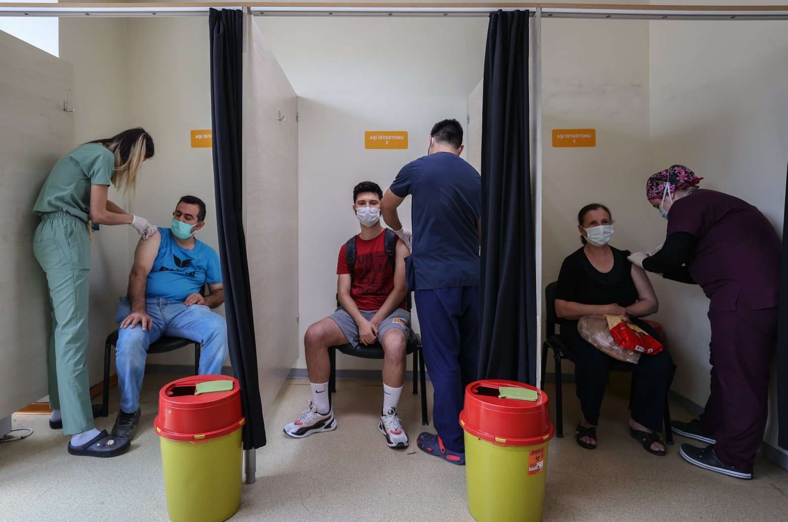 People get vaccinated against COVID-19 at a hospital in Izmir, western Turkey, June 18, 2021. (AA PHOTO)