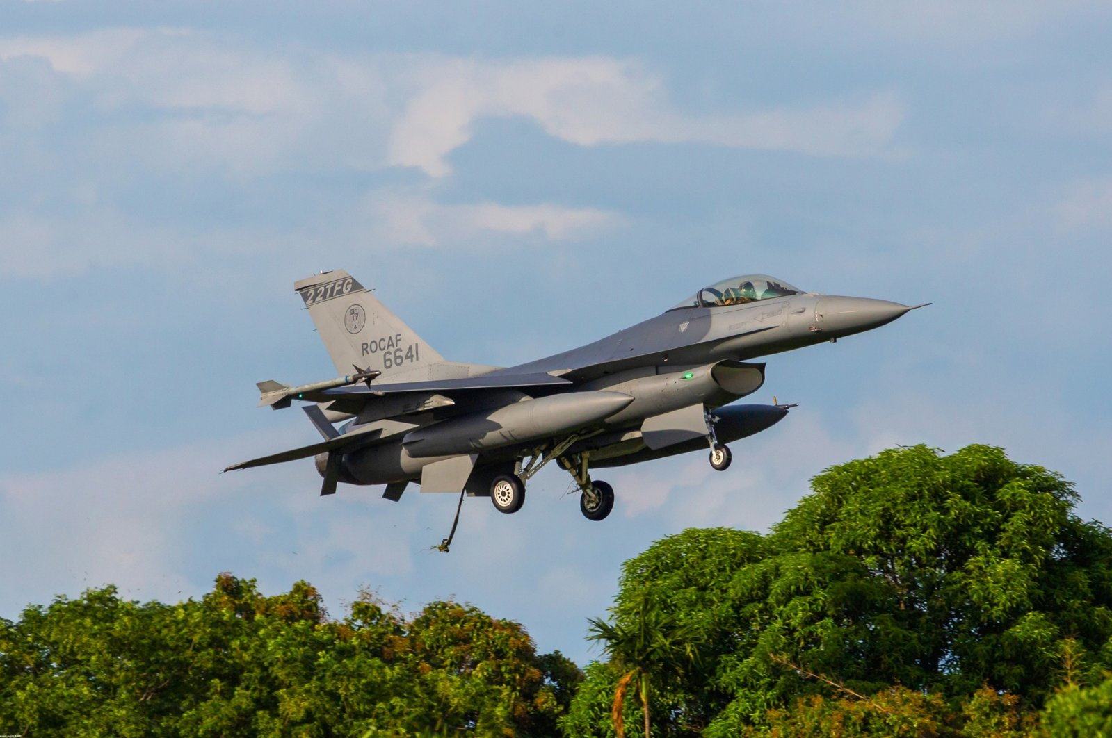 A F-16V belonging to Taiwan prepares for landing, releasing a tail hook for emergency use only, Chiayi, Taiwan, June 5, 2021. (Shutterstock Photo)
