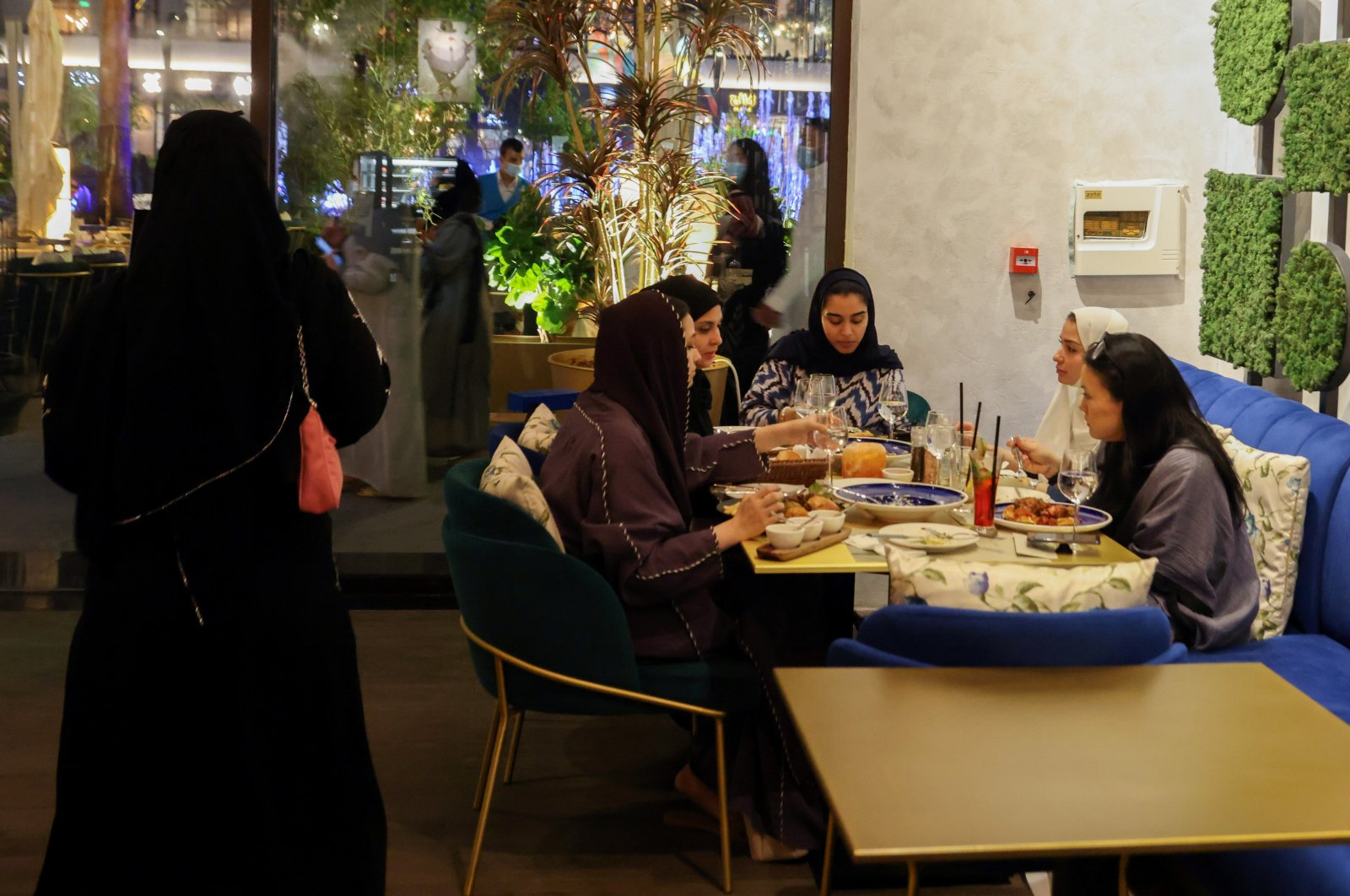 Saudi women sit at David Burke's restaurant, in The Zone restaurant complex, in Riyadh, Saudi Arabia, Aug. 25, 2021. (Reuters Photo)