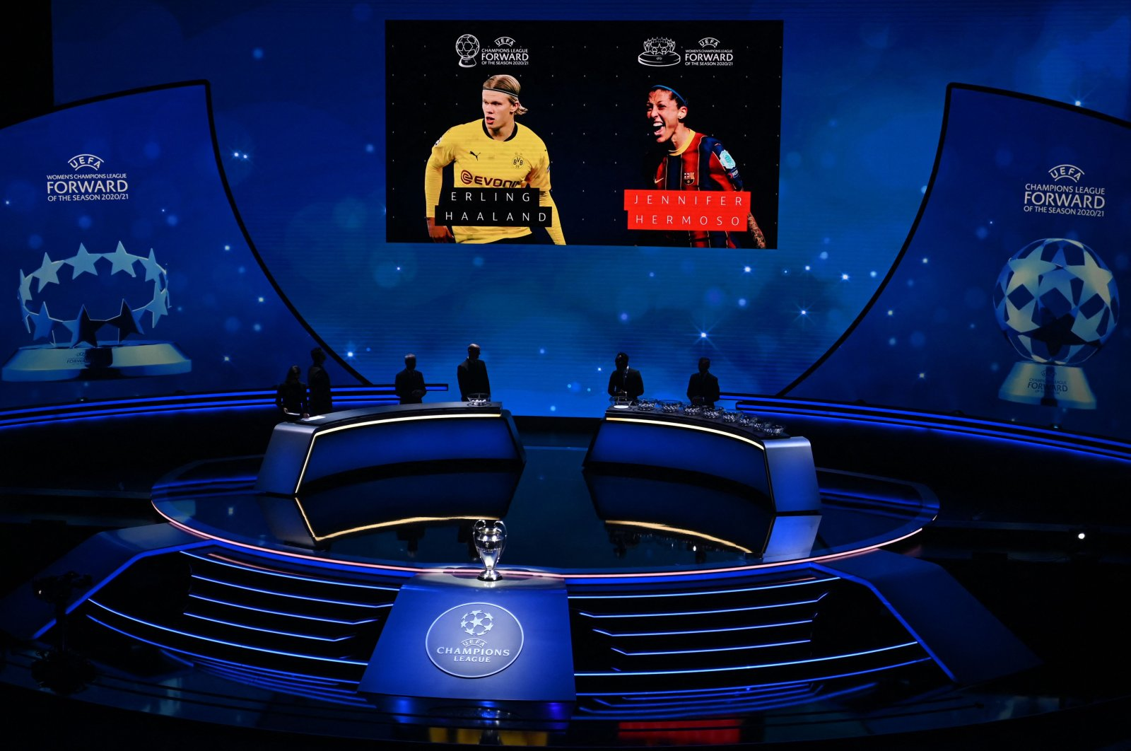 The best forward of the year award goes to Dortmund's Norwegian forward Erling Braut Haaland and Barcelona's Spanish forward Jennifer Hermoso during the draw for the UEFA Champions League football tournament in Istanbul, Turkey, Aug. 26, 2021. (Photo by OZAN KOSE via AFP)