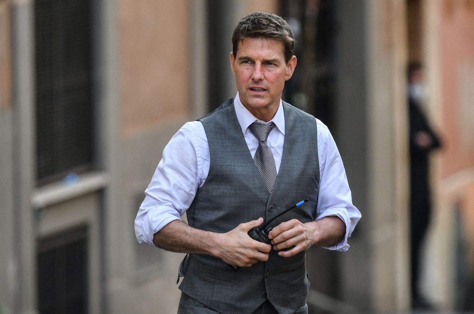 """American actor Tom Cruise can be seen during the filming of his new movie """"Mission: Impossible 7"""" in Rome, Italy, Oct. 6, 2020. (AFP Photo)"""