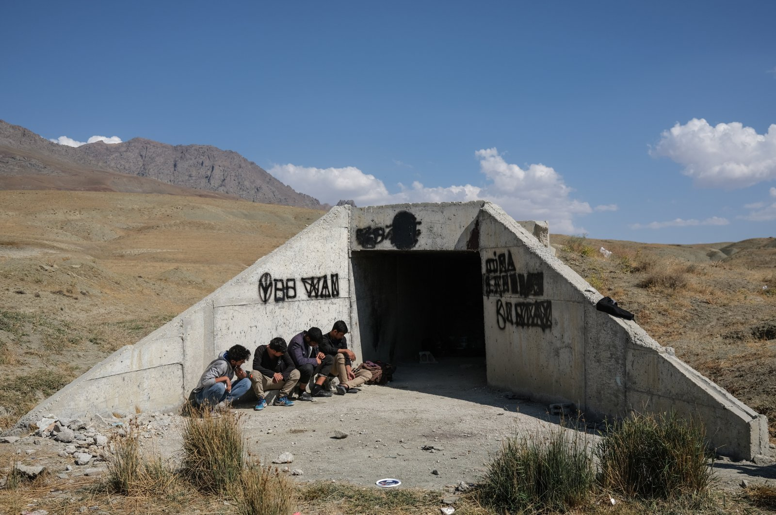 Migrants from Iran wait in front of an underpass in the border city of Van, eastern Turkey, Aug. 13, 2021. (EPA Photo)