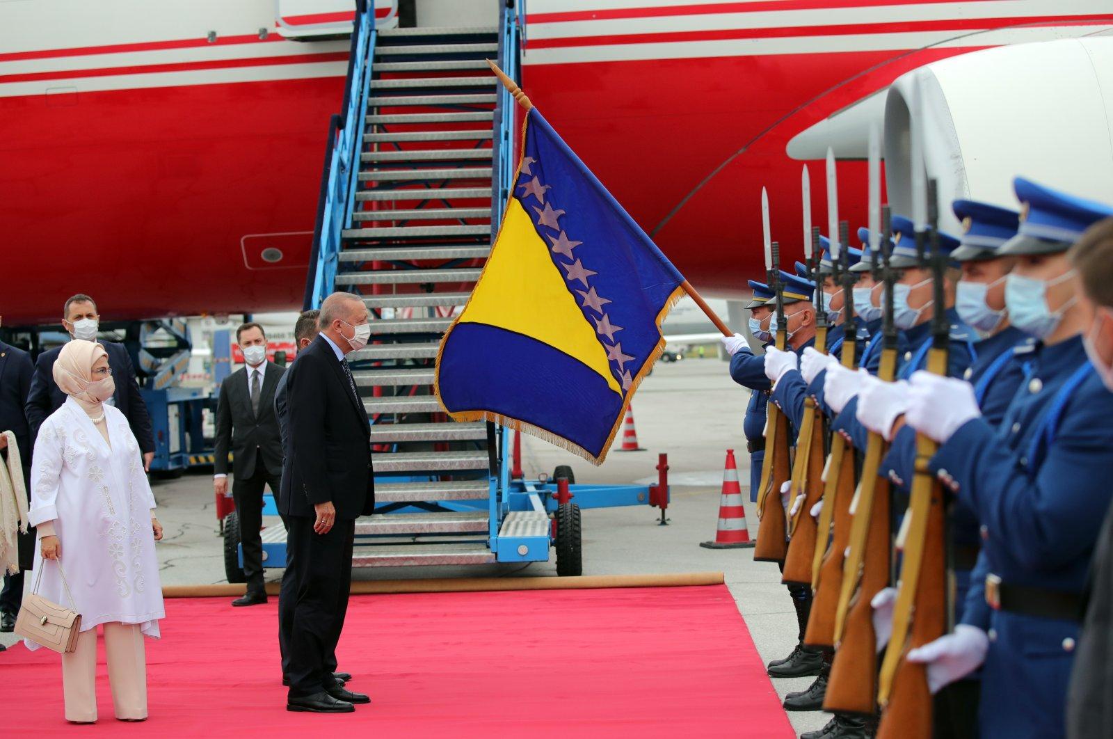 President Recep Tayyip Erdoğan greets soldiers at the airport in Sarajevo, Bosnia-Herzegovina, Aug. 27, 2021. (DHA Photo)