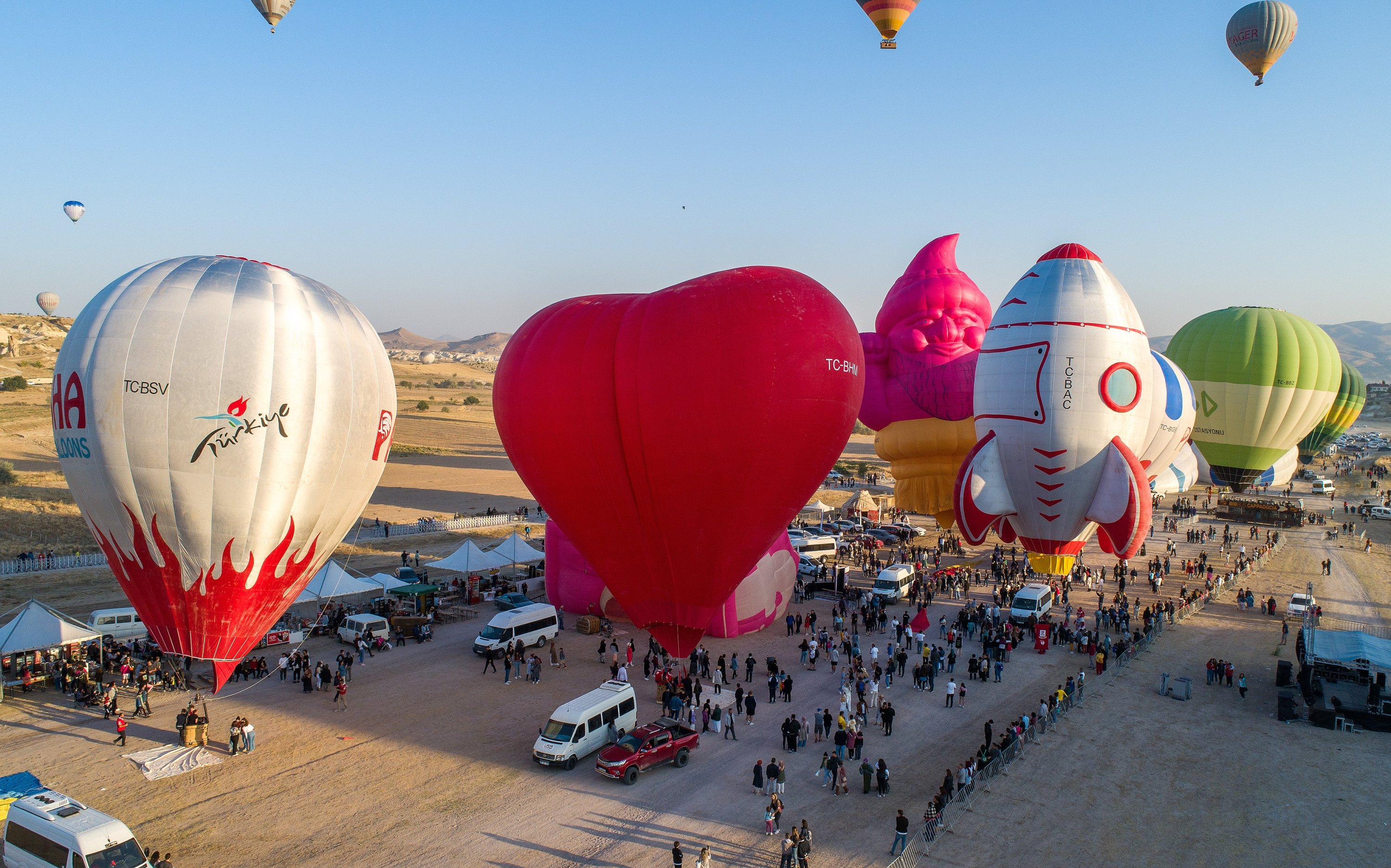 Hot air balloons prepare to take off to mark the start of an international hot air balloon festival in the Cappadocia region of Nevşehir province, central Turkey, Aug. 28, 2021. (AA Photo)