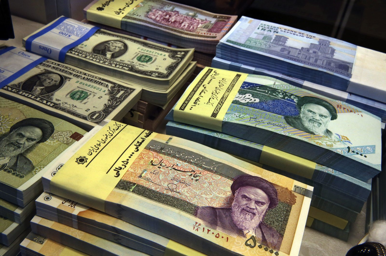 Iranian and U.S. banknotes are on display at a currency exchange shop in downtown Tehran, Iran, April 4, 2015. (AP photo)