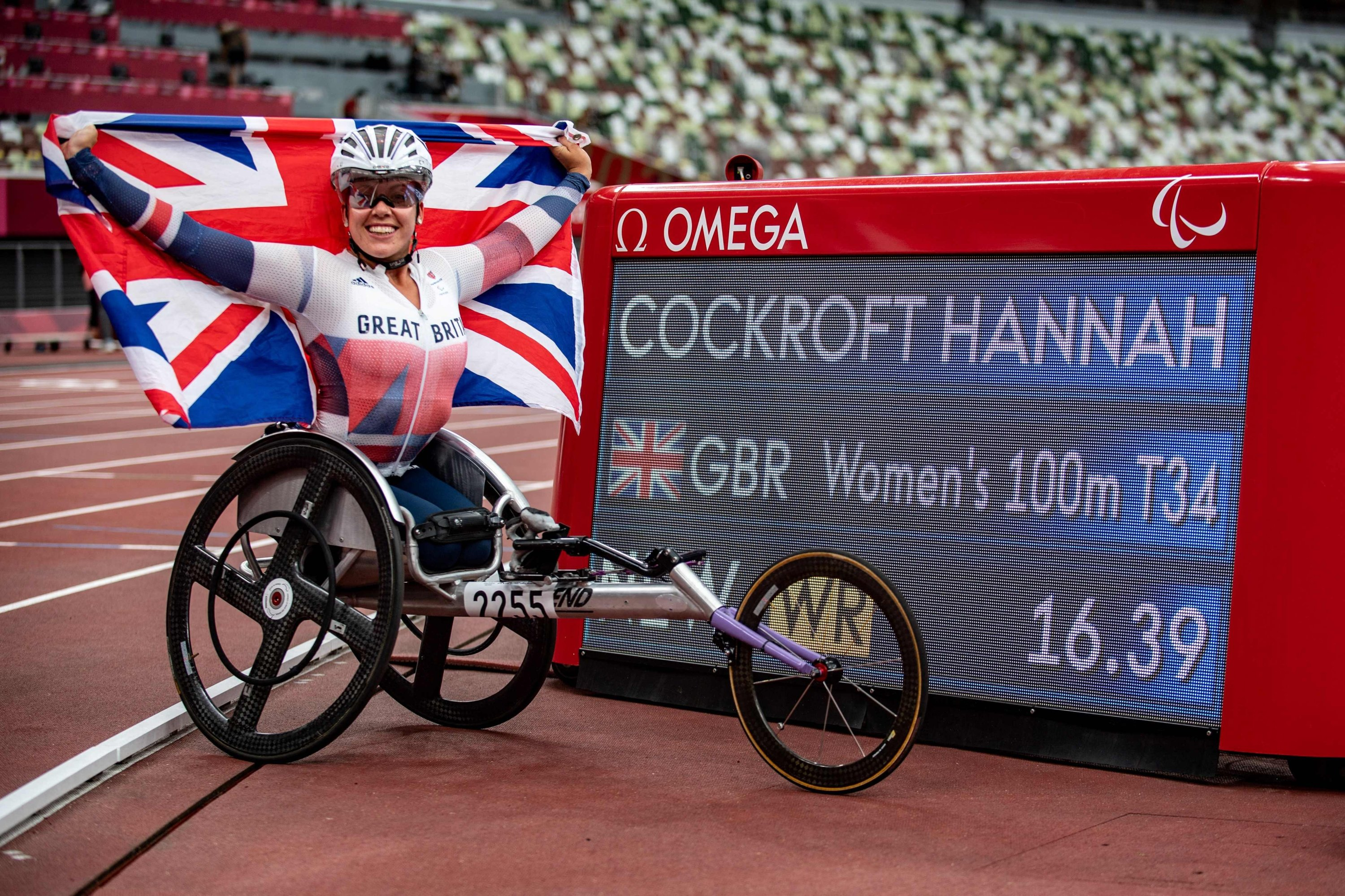 Britain's Hannah Cockroft reacts after competing in the women's 100-meter T34 final of the Tokyo 2020 Paralympic Games at the Olympic Stadium in Tokyo on Aug. 29, 2021. (AFP Photo)