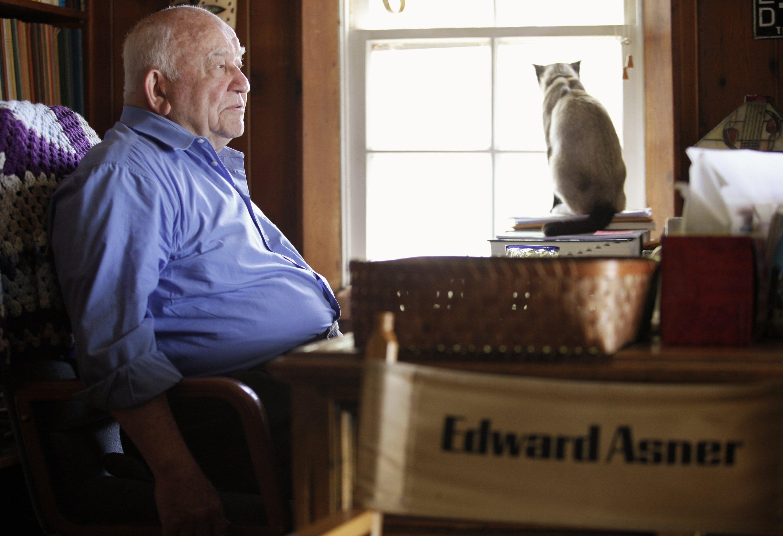 Actor Ed Asner sits at his home in Valley Village neighborhood in Los Angeles, U.S., May 6, 2009. (AP Photo)