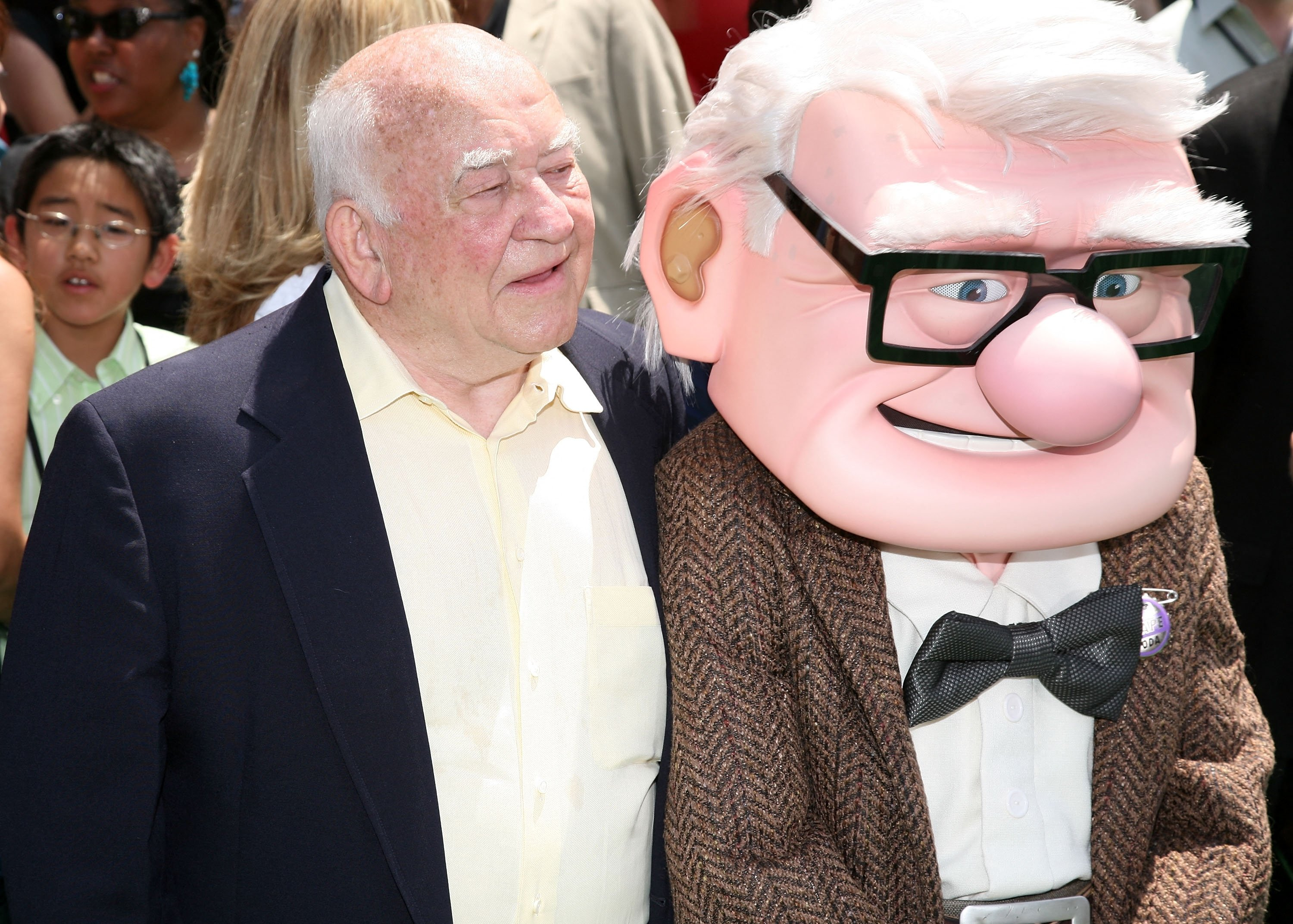 Actor Ed Asner and character Carl Fredricksen arrive for the premiere of Disney Pixar's 'Up' at the El Capitan Theatre in Hollywood on May 16, 2009. (AFP Photo)
