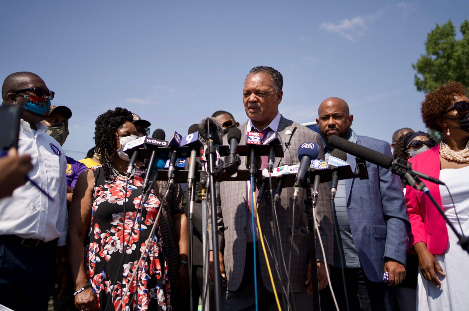 Rev. Jesse Jackson (C), officials from the Kenosha, Wisconsin NAACP, the Urban League and the League of United Latin American Citizens hold a press conference in Kenosha, Wisconsin, to address the police shooting of Jacob Blake, Jr., Aug. 27, 2020. (Photo by Kerem Yucel / AFP)