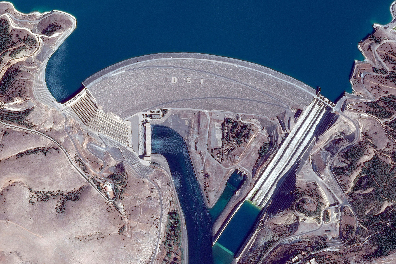 Atatürk Dam and hydroelectric power plant, on the border of the Adıyaman and Şanlıurfa provinces in southern Turkey. (Shutterstock Photo)