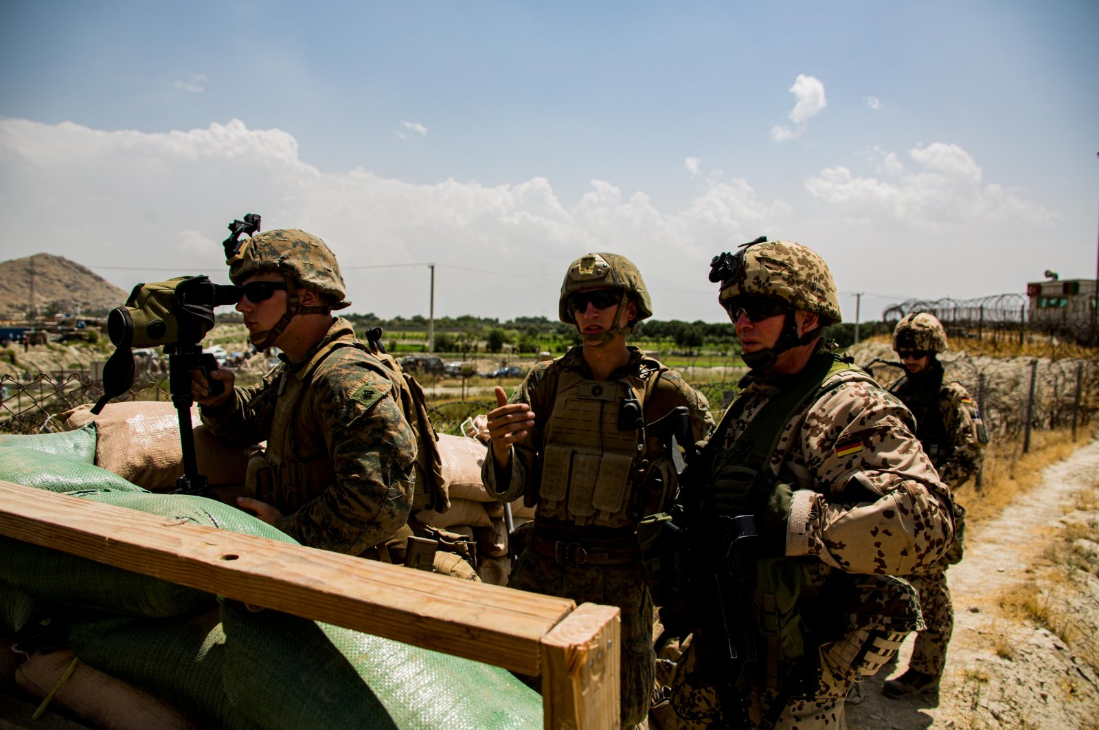 U.S. Marines and German service members watch an entry gate during an evacuation at Hamid Karzai International Airport, Kabul, Afghanistan, Aug. 28, 2021. (Reuters Photo)