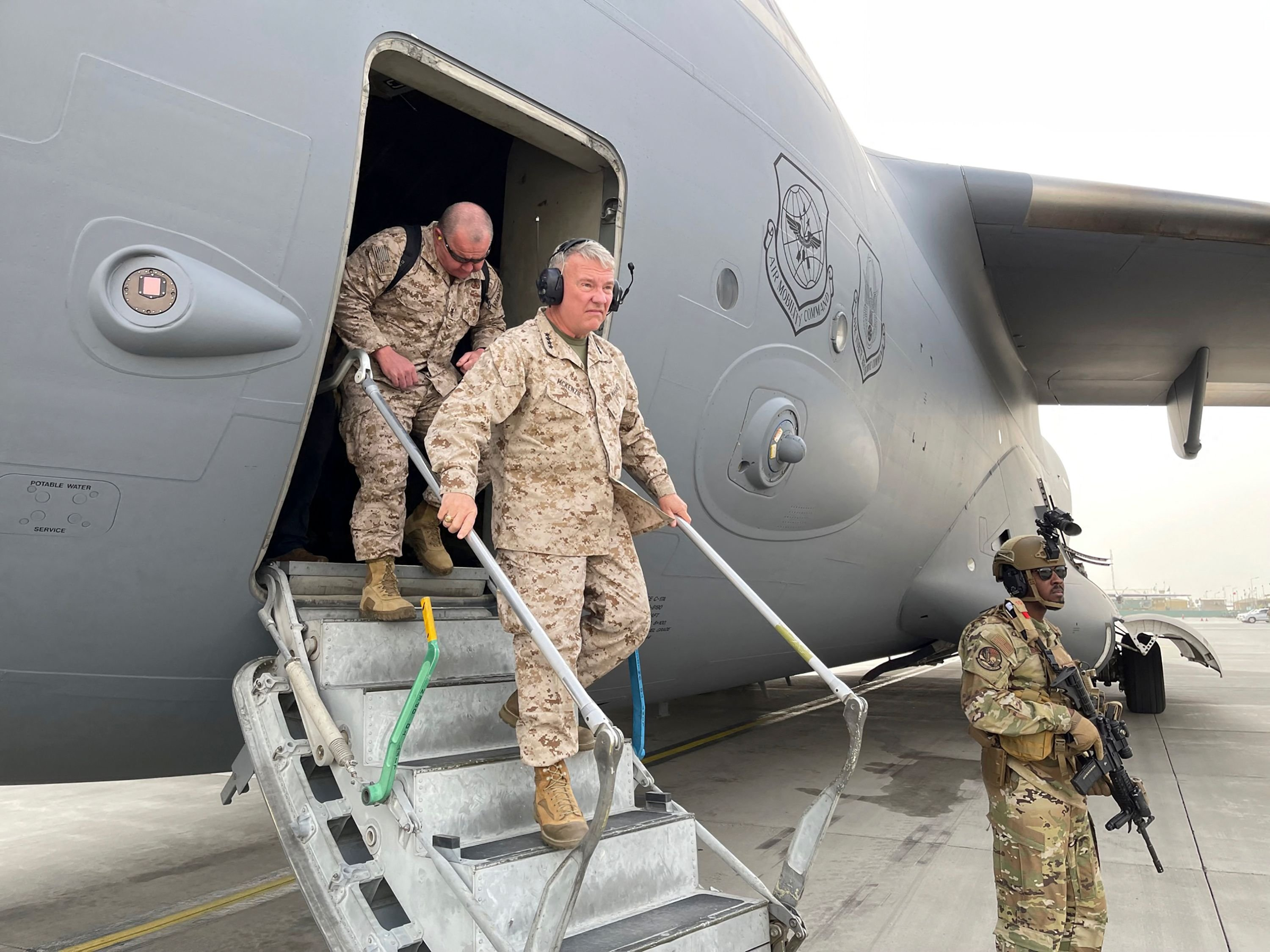 U.S. Marine Corps General Frank McKenzie, Commander of the U.S. Central Command, upon arrival at Hamid Karzai International Airport in Kabul, Afghanistan, August 17, 2021 (AFP Photo)