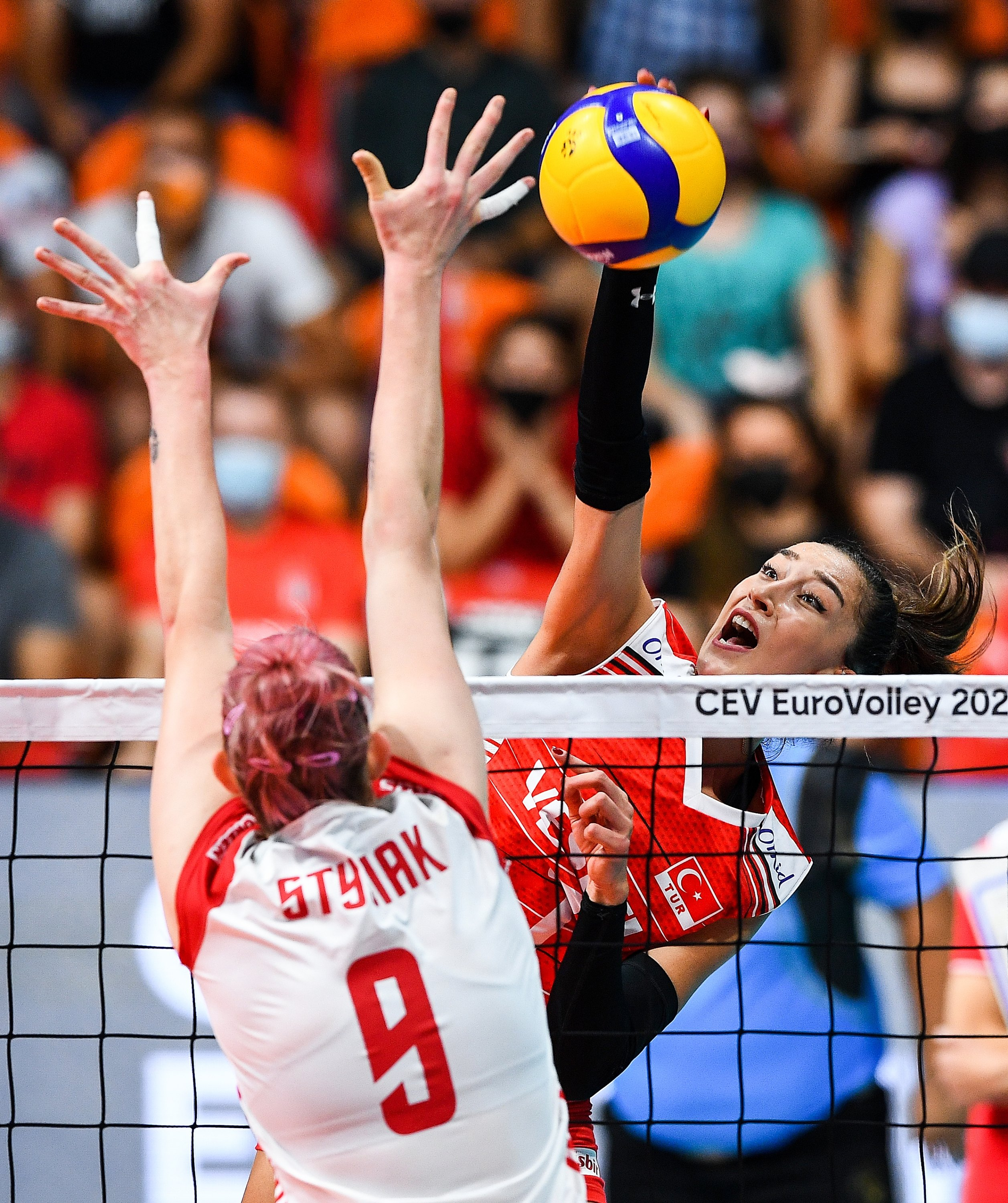 Turkey women's volleyball player Hande Baladin in actions during the EuroVolley 2021 Women's championship quarterfinal against Poland in Plovdiv, Bulgaria, Aug. 31, 2021. (AA Photo)