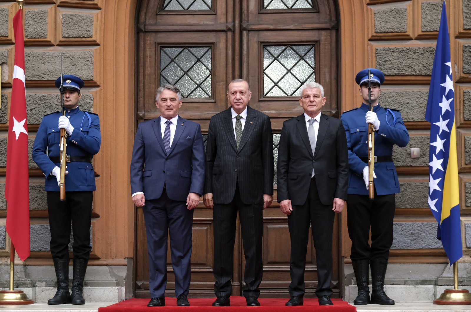 President Recep Tayyip Erdoğan (C) poses with Croat member of the tripartite Presidency of Bosnia Zeljko Komsic (L) and Muslim member of the tripartite Presidency of Bosnia Sefik Dzaferovic, in Sarajevo, Bosnia, Aug. 27, 2021. (AP Photo)