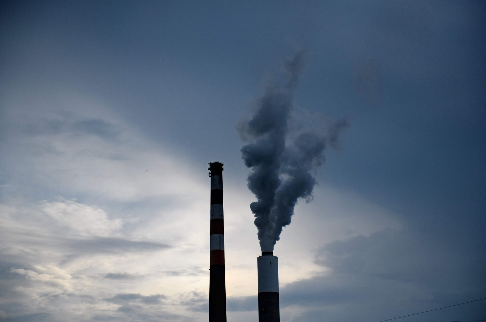 The GenOns Cheswick Power Station, which still burns coal to produce 637 megawatts of electricity for the region, about 15 miles northeast of Pittsburgh in Cheswick, Pennsylvania, U.S., June 7, 2021. (AFP File Photo)