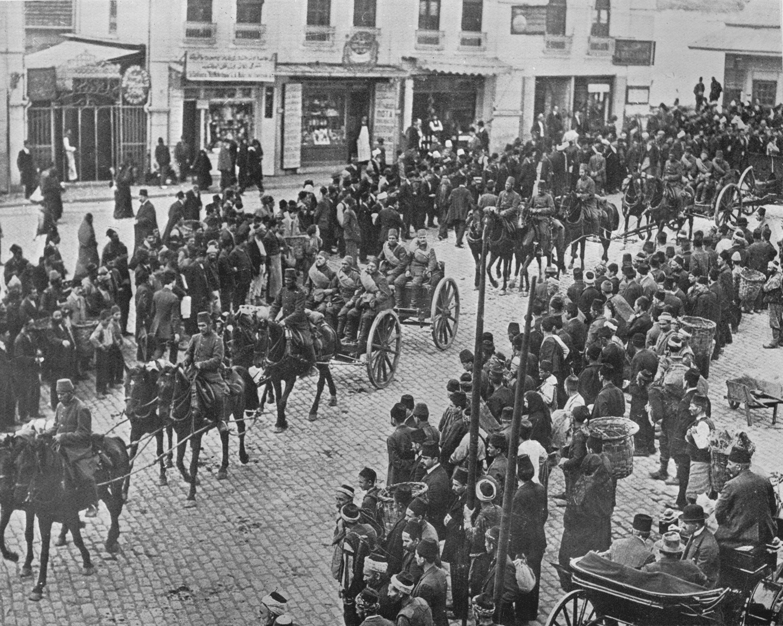 Turkish artillery leaving Istanbul on active service, in 1915. (Getty Images)